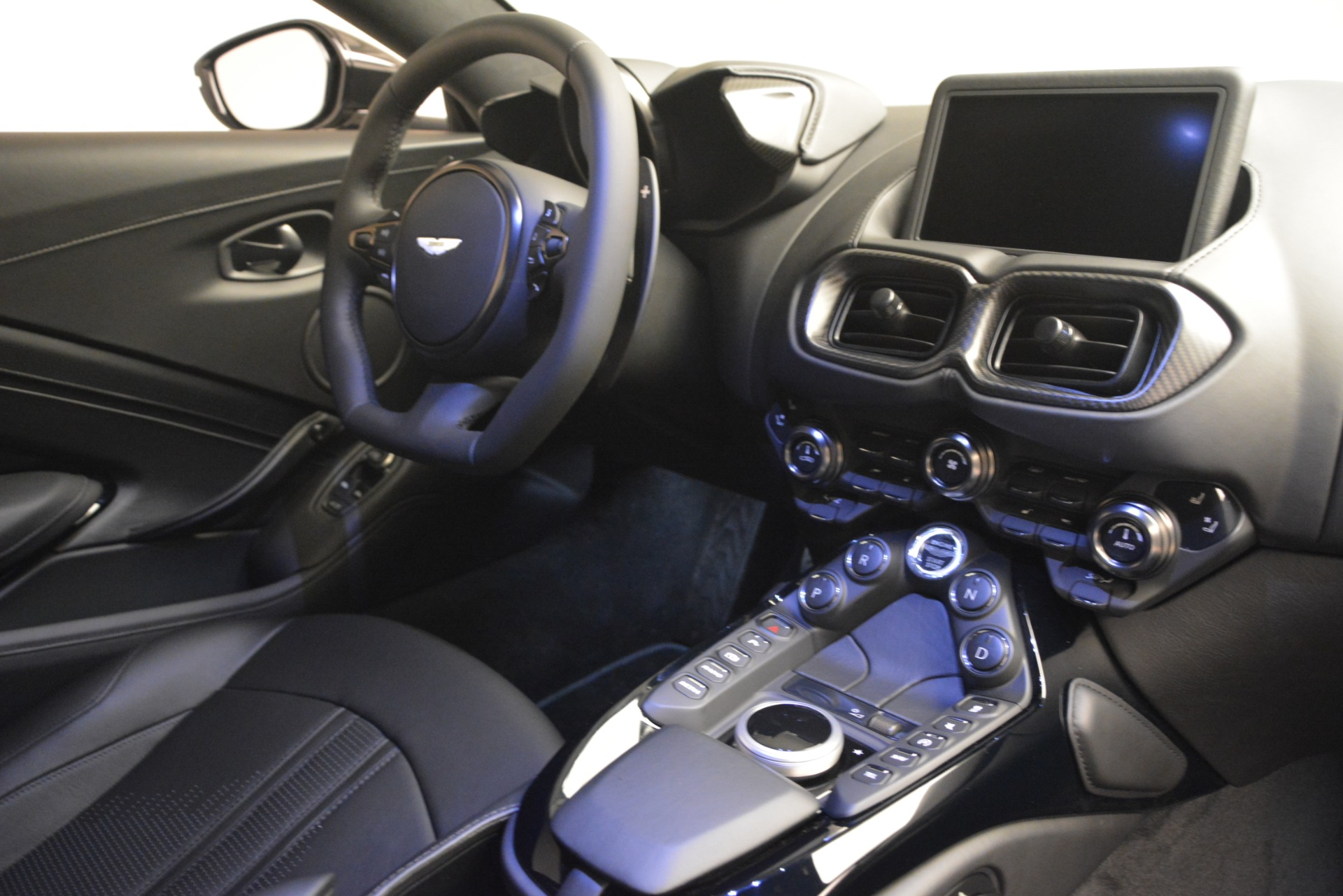 New 2019 Aston Martin Vantage Coupe For Sale In Greenwich, CT 3053_p18