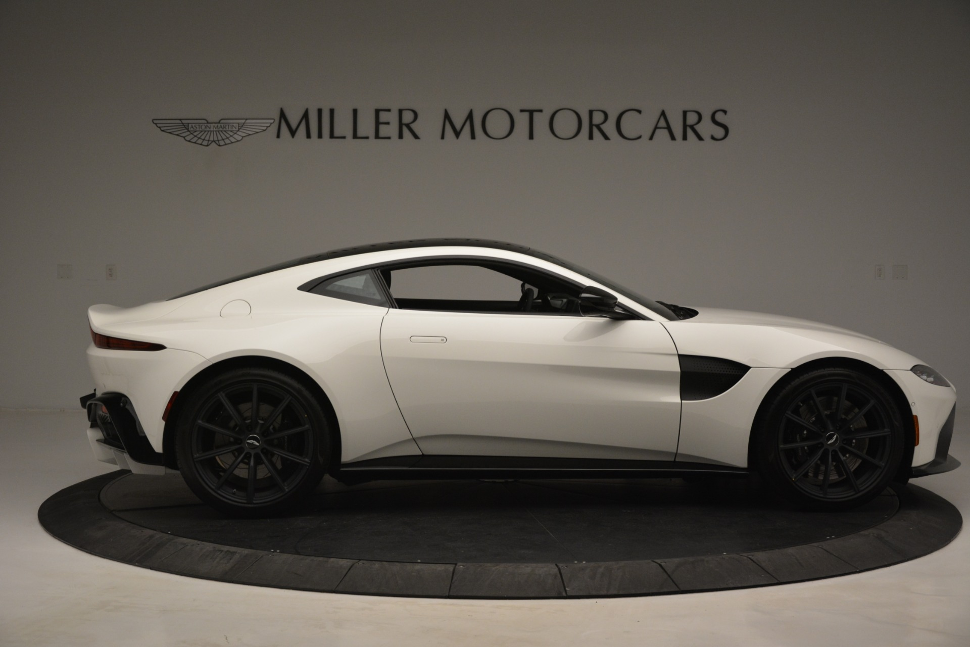New 2019 Aston Martin Vantage Coupe For Sale In Greenwich, CT 3053_p9
