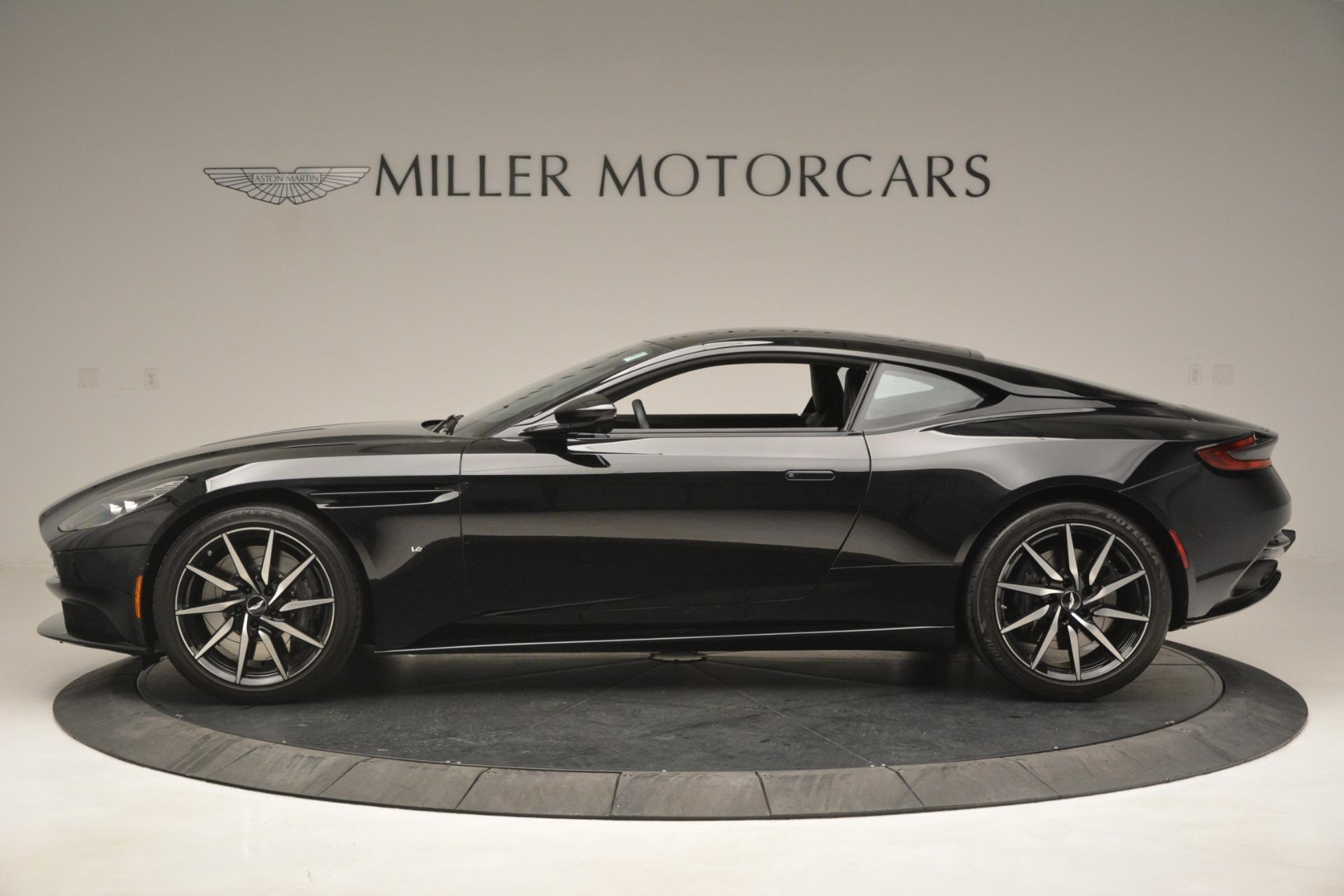 Used 2017 Aston Martin DB11 V12 Coupe For Sale In Greenwich, CT 3064_p3