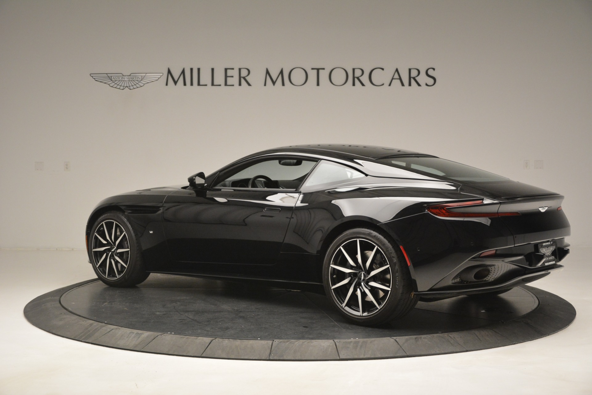 Used 2017 Aston Martin DB11 V12 Coupe For Sale In Greenwich, CT 3064_p4