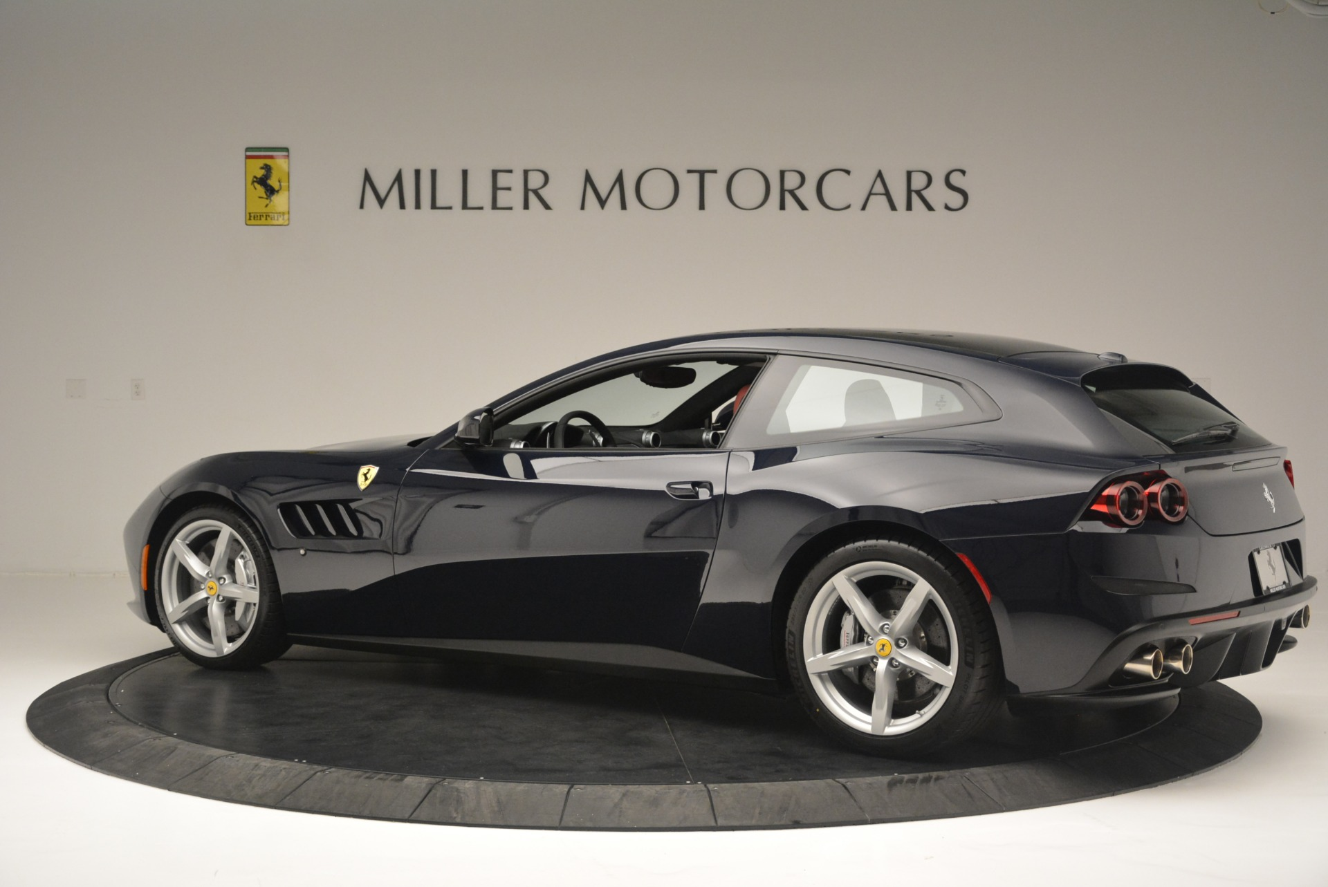 Used 2019 Ferrari GTC4Lusso  For Sale In Greenwich, CT 3118_p4
