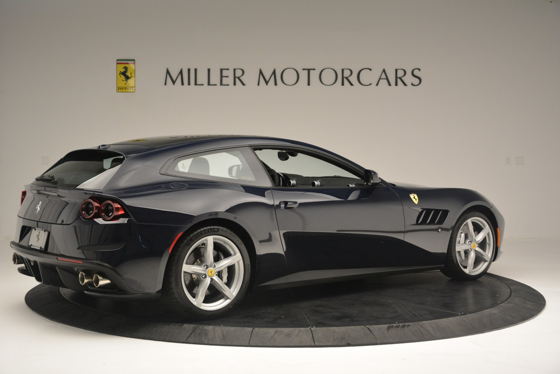 Used 2019 Ferrari GTC4Lusso  For Sale In Greenwich, CT 3118_p8