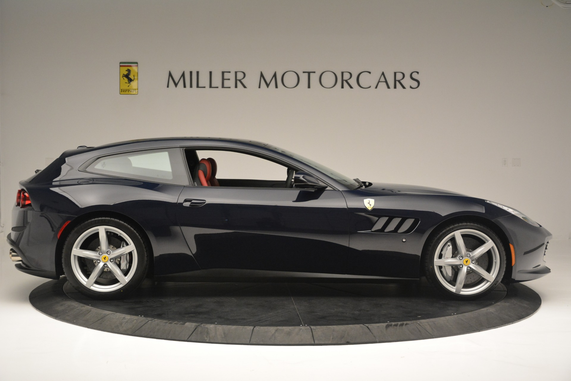 Used 2019 Ferrari GTC4Lusso  For Sale In Greenwich, CT 3118_p9