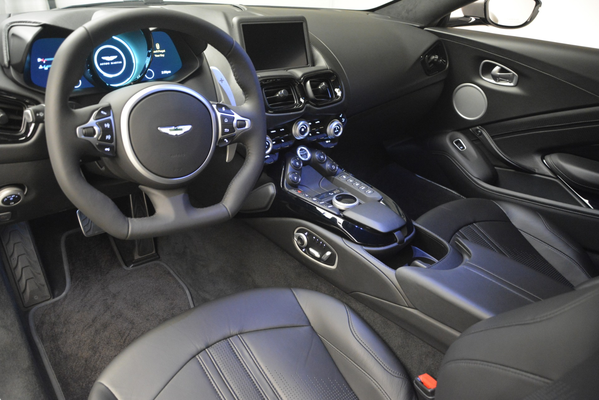 New 2019 Aston Martin Vantage Coupe For Sale In Greenwich, CT 3122_p14