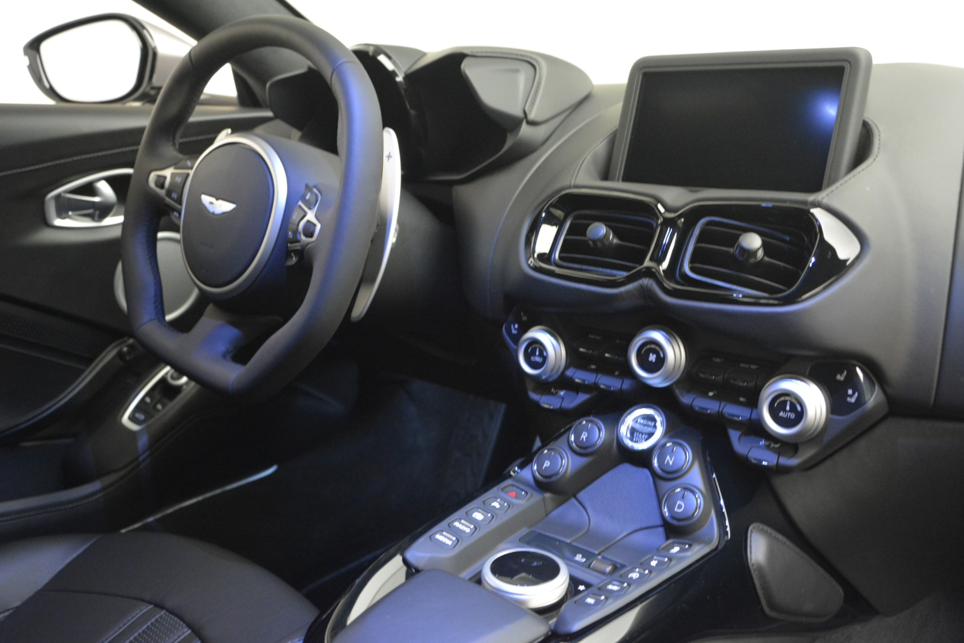 New 2019 Aston Martin Vantage Coupe For Sale In Greenwich, CT 3122_p18