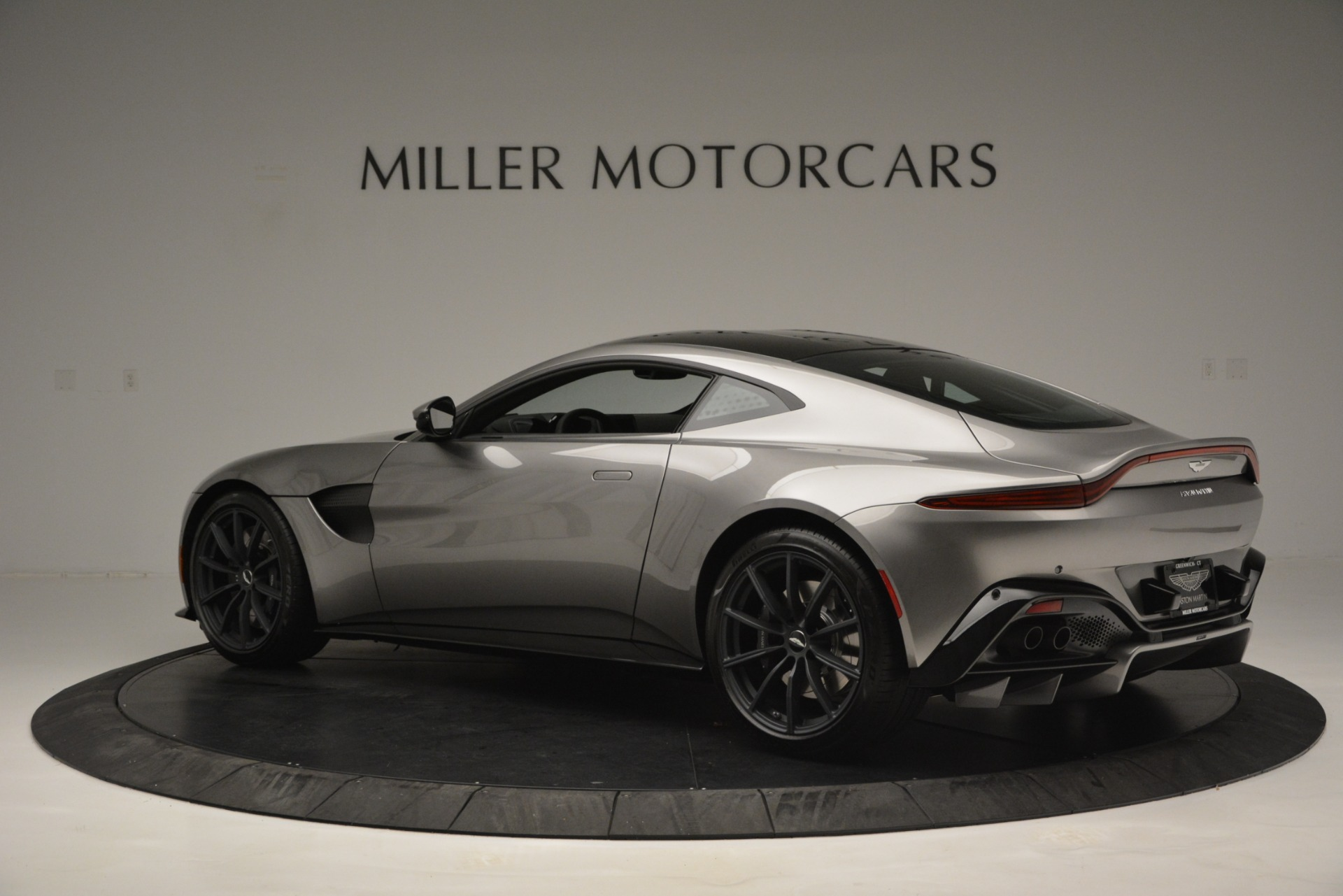 New 2019 Aston Martin Vantage Coupe For Sale In Greenwich, CT 3122_p4