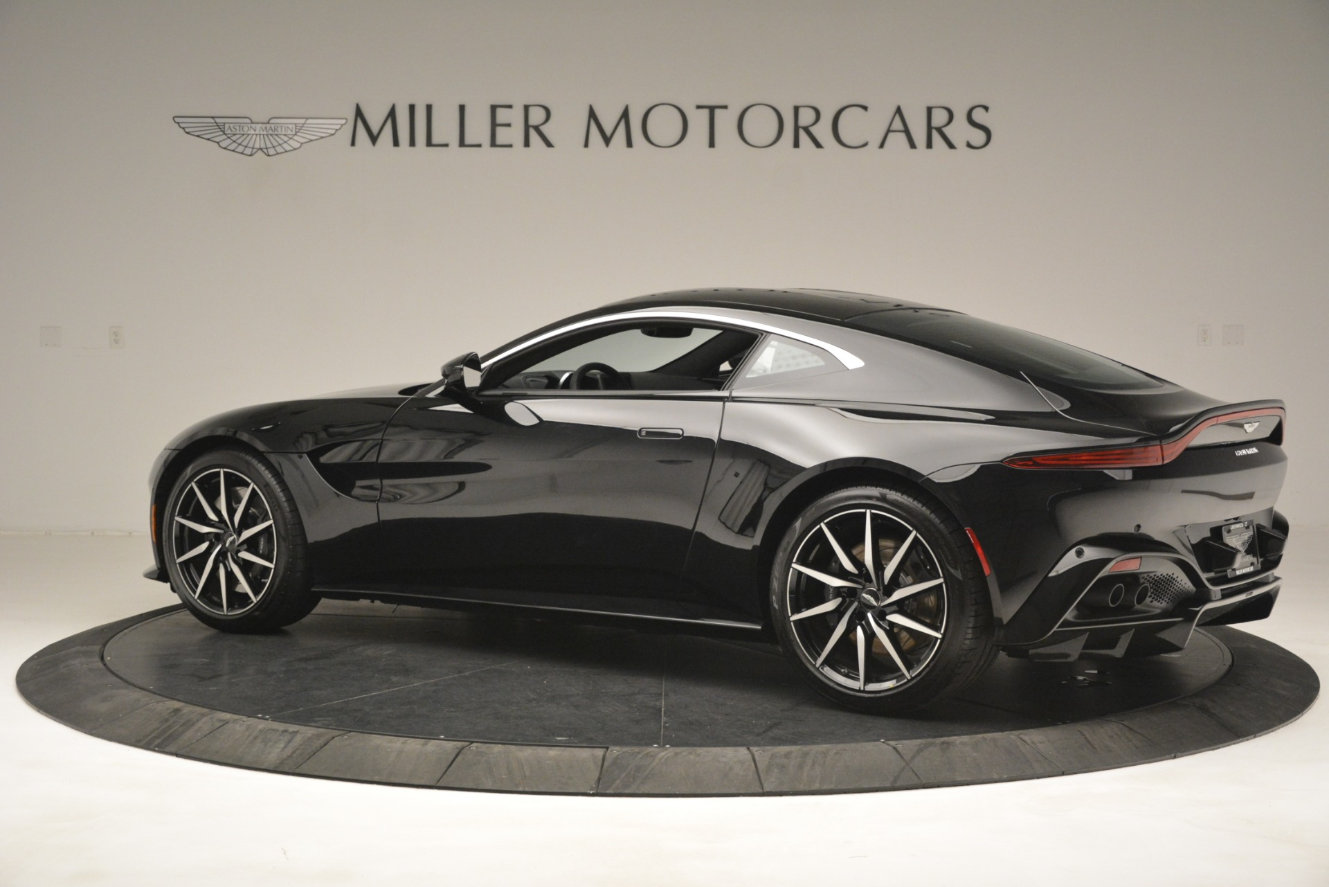 New 2019 Aston Martin Vantage V8 For Sale In Greenwich, CT 3124_p4