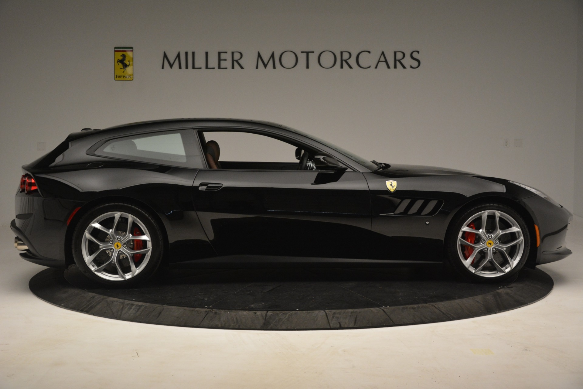 Used 2018 Ferrari GTC4Lusso T  For Sale In Greenwich, CT 3125_p9