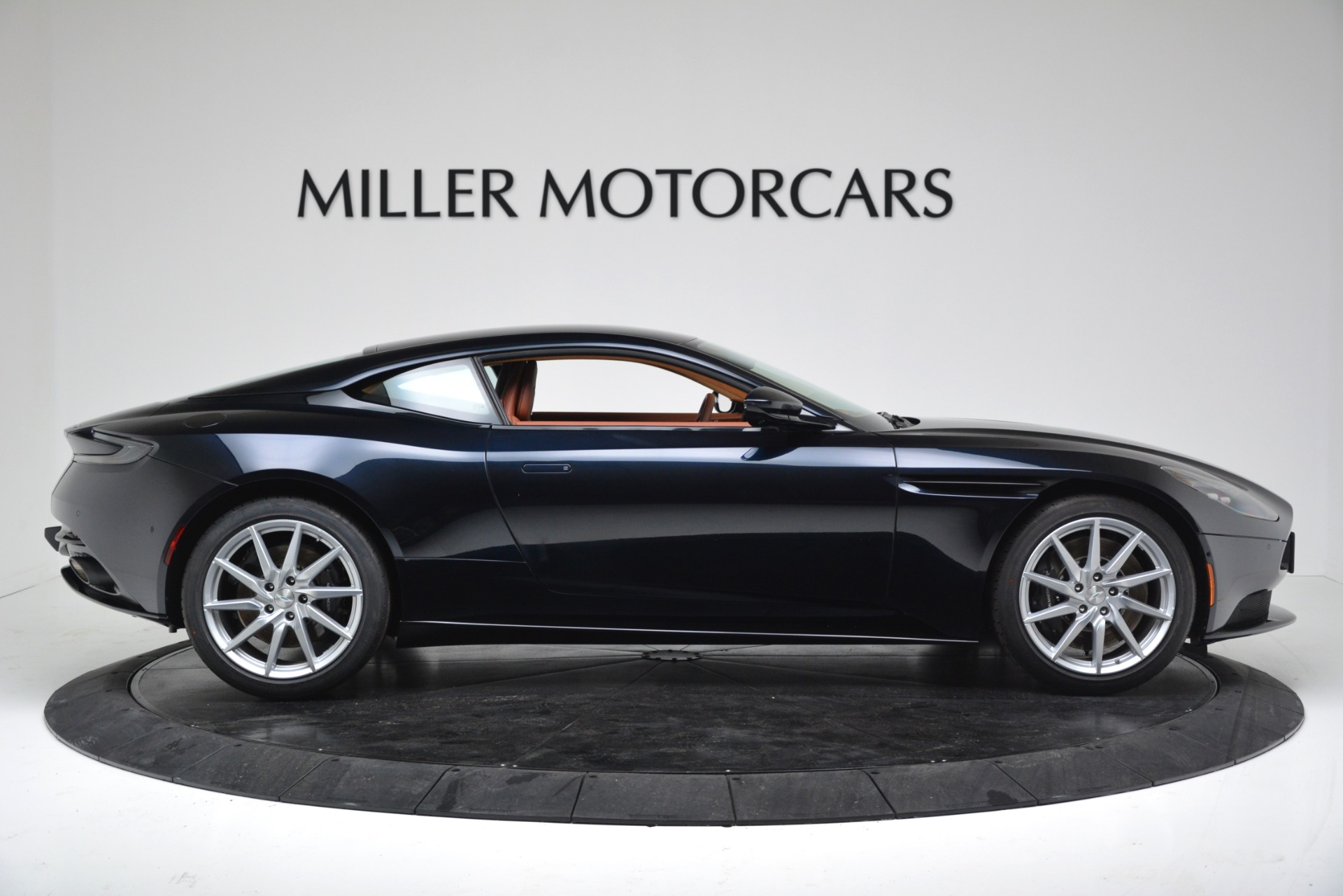 New 2019 Aston Martin DB11 V8 Coupe For Sale In Greenwich, CT 3145_p9