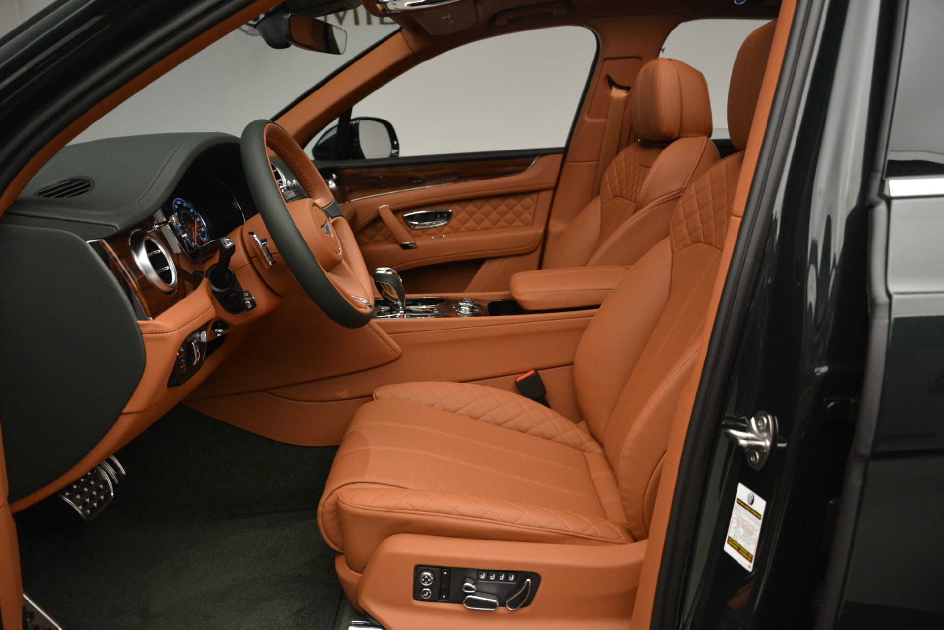 New 2019 Bentley Bentayga V8 For Sale In Greenwich, CT 3203_p20