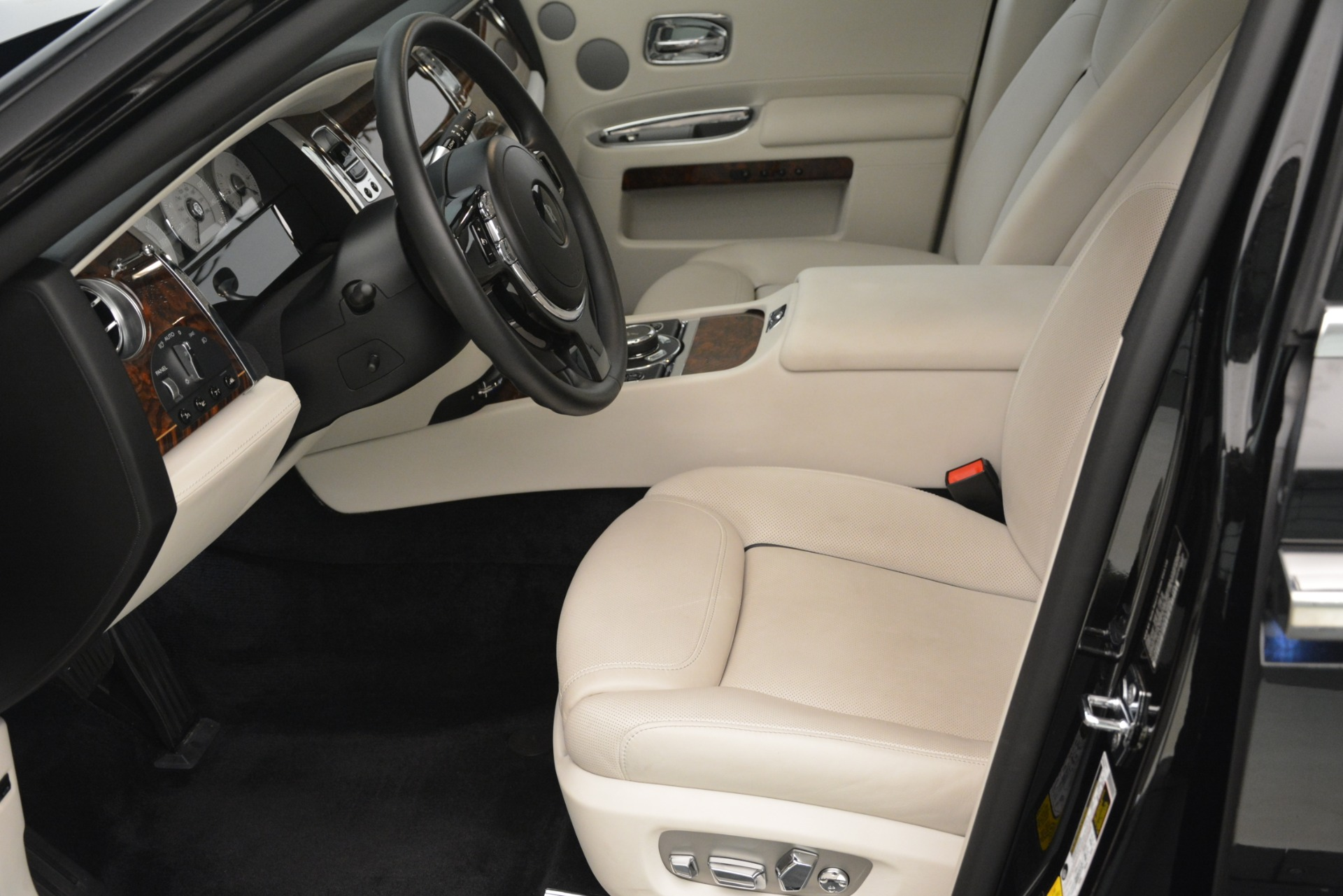 Used 2016 Rolls-Royce Ghost  For Sale In Greenwich, CT 3225_p14