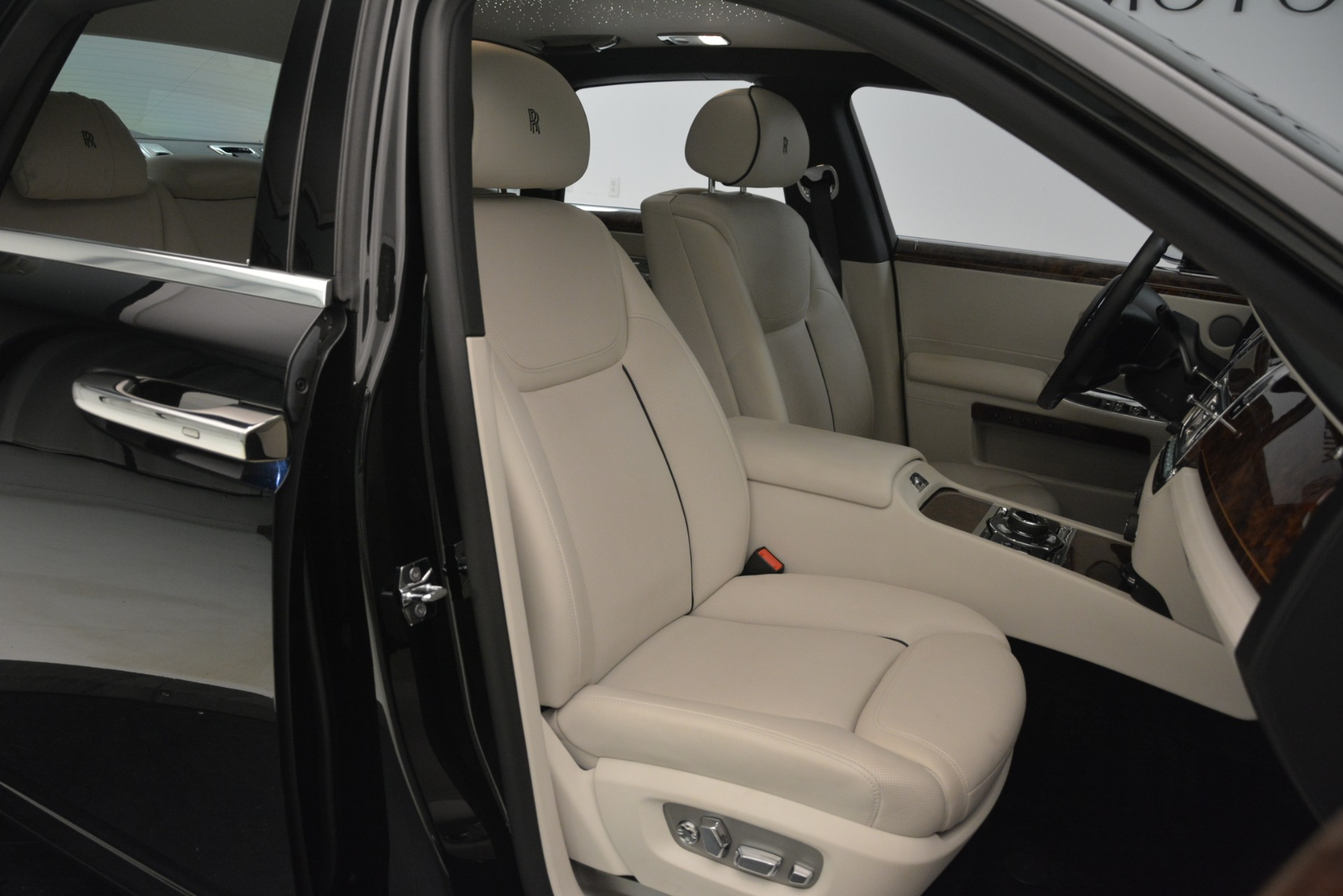 Used 2016 Rolls-Royce Ghost  For Sale In Greenwich, CT 3225_p16