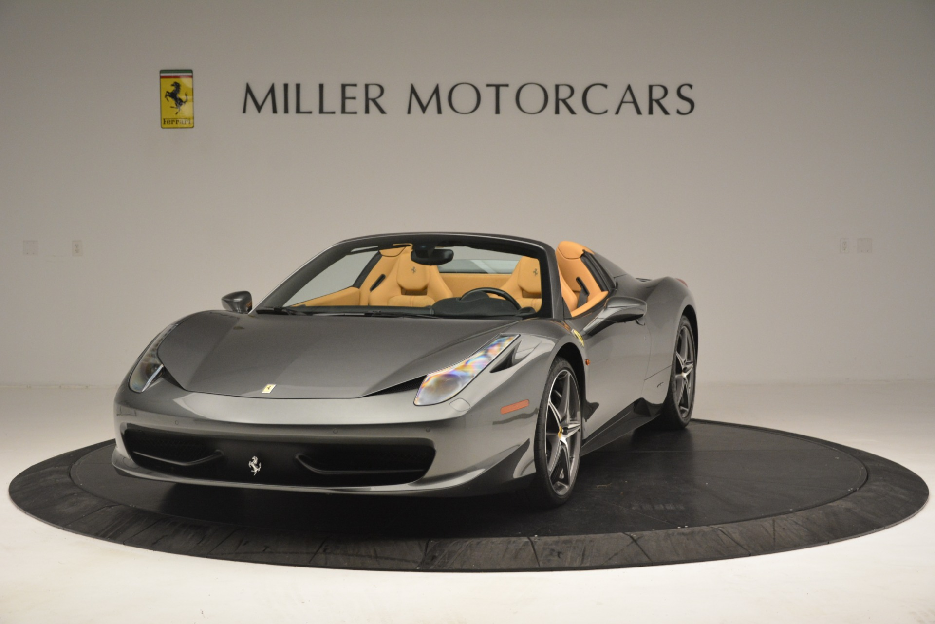 Used 2013 Ferrari 458 Spider  For Sale In Greenwich, CT 3232_main