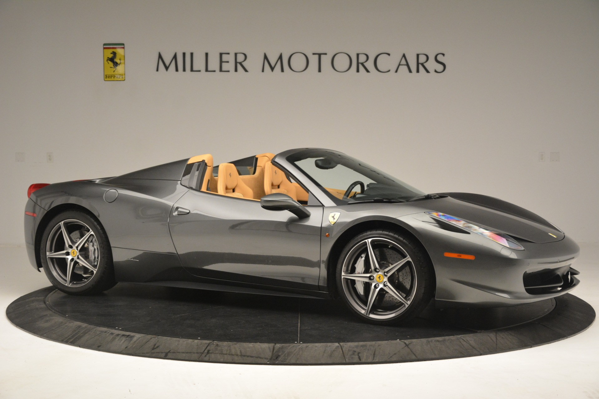 Used 2013 Ferrari 458 Spider  For Sale In Greenwich, CT 3232_p11