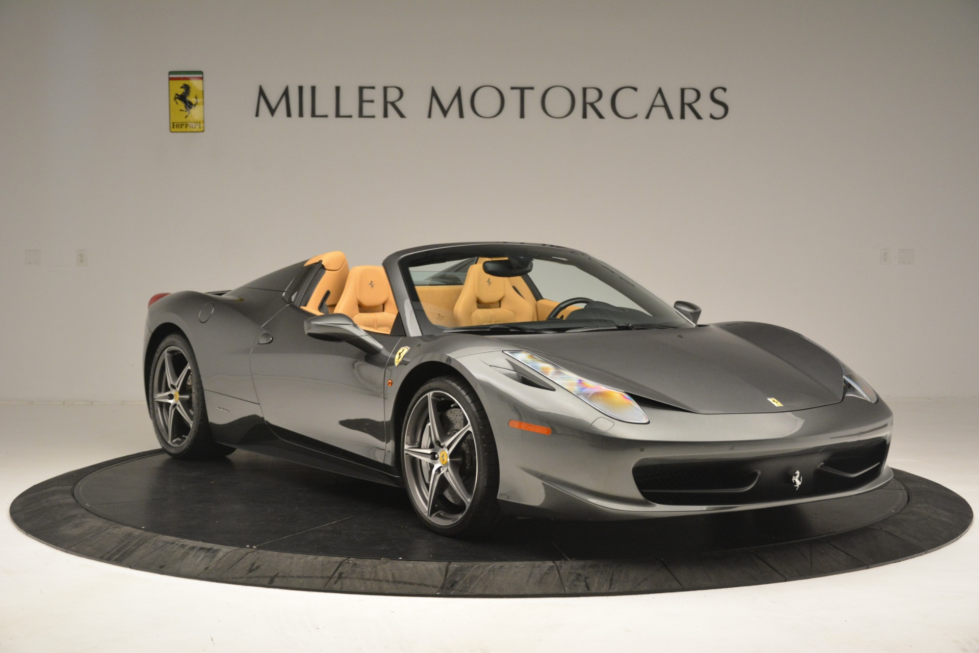 Used 2013 Ferrari 458 Spider  For Sale In Greenwich, CT 3232_p12