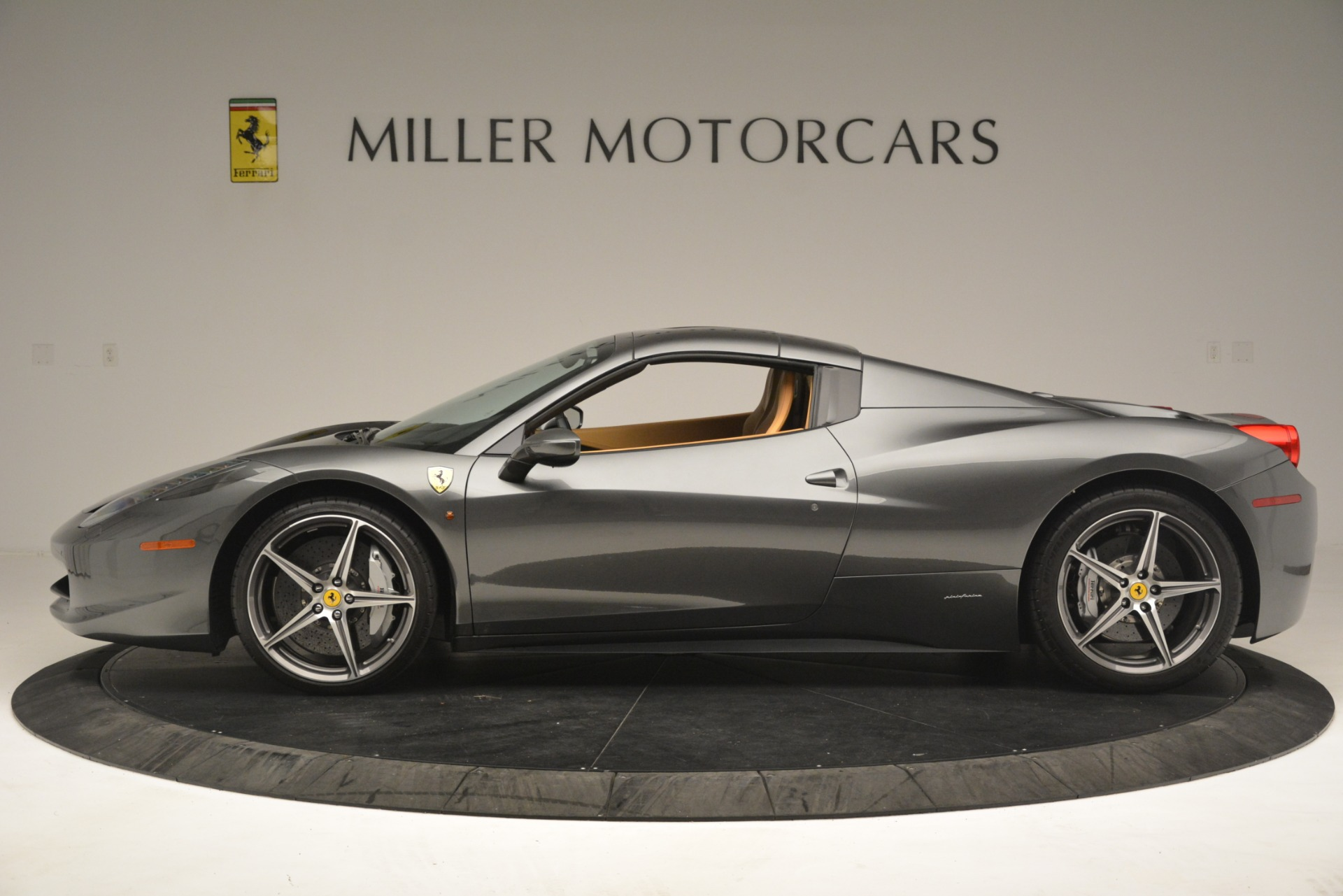 Used 2013 Ferrari 458 Spider  For Sale In Greenwich, CT 3232_p15