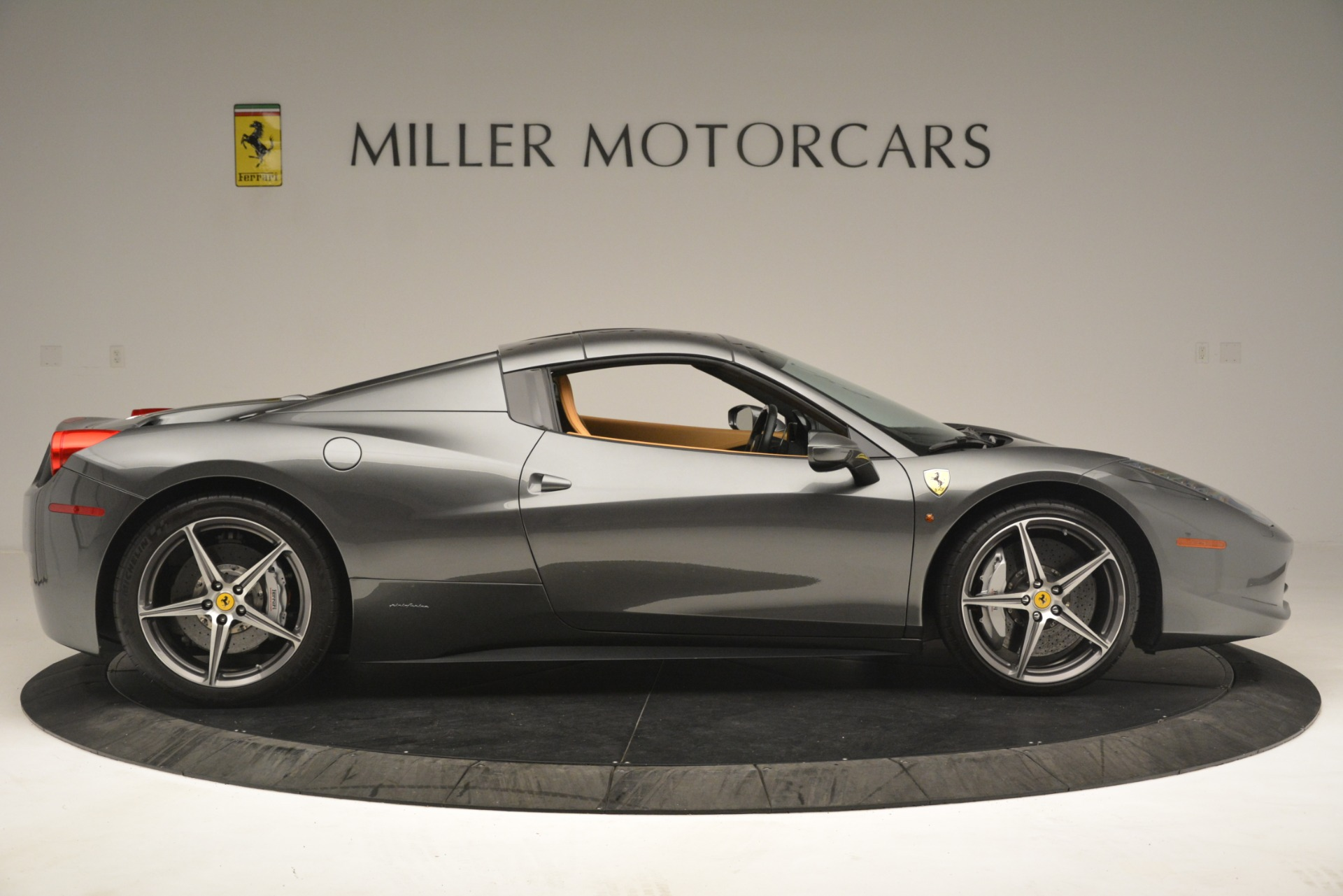 Used 2013 Ferrari 458 Spider  For Sale In Greenwich, CT 3232_p16