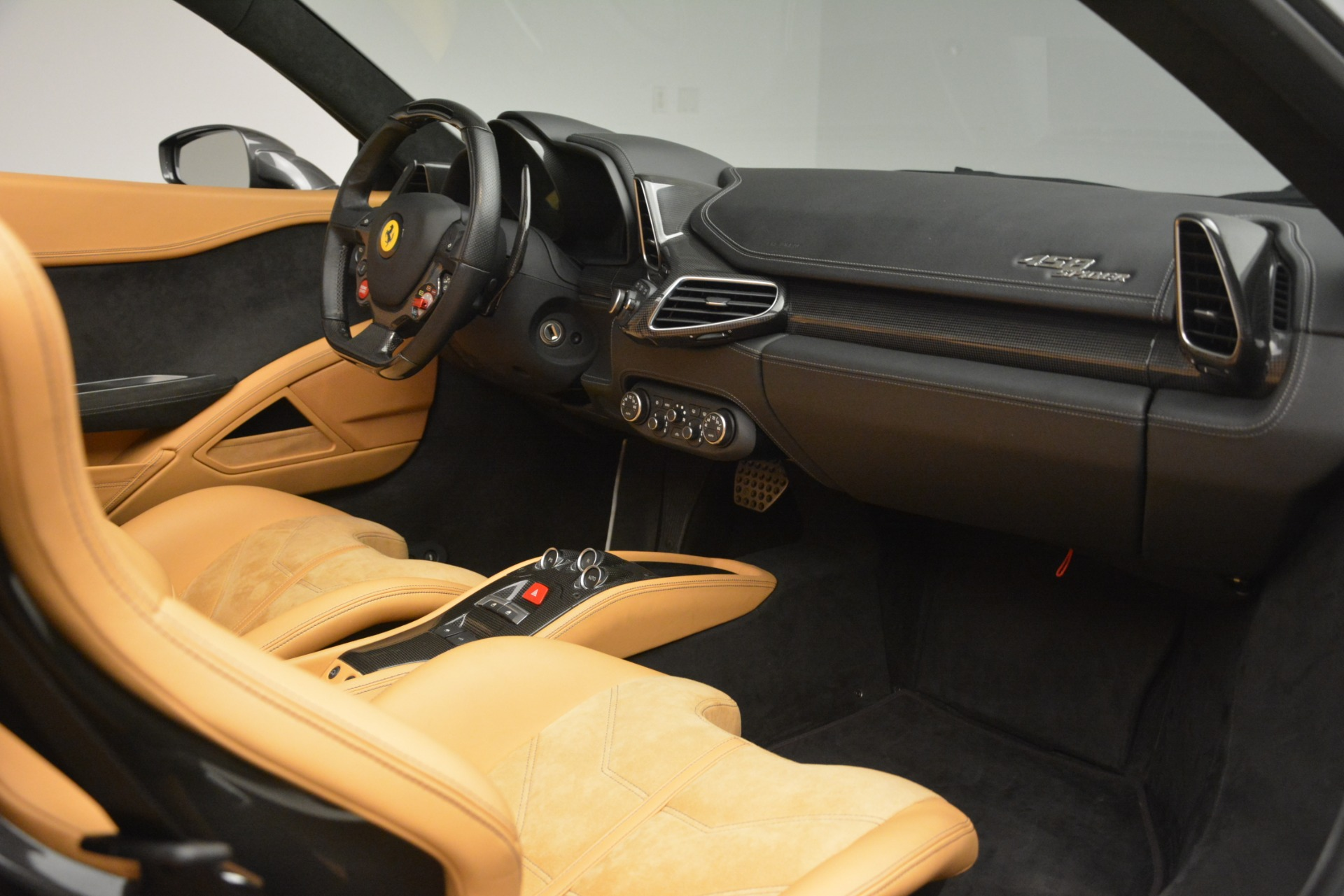 Used 2013 Ferrari 458 Spider  For Sale In Greenwich, CT 3232_p20