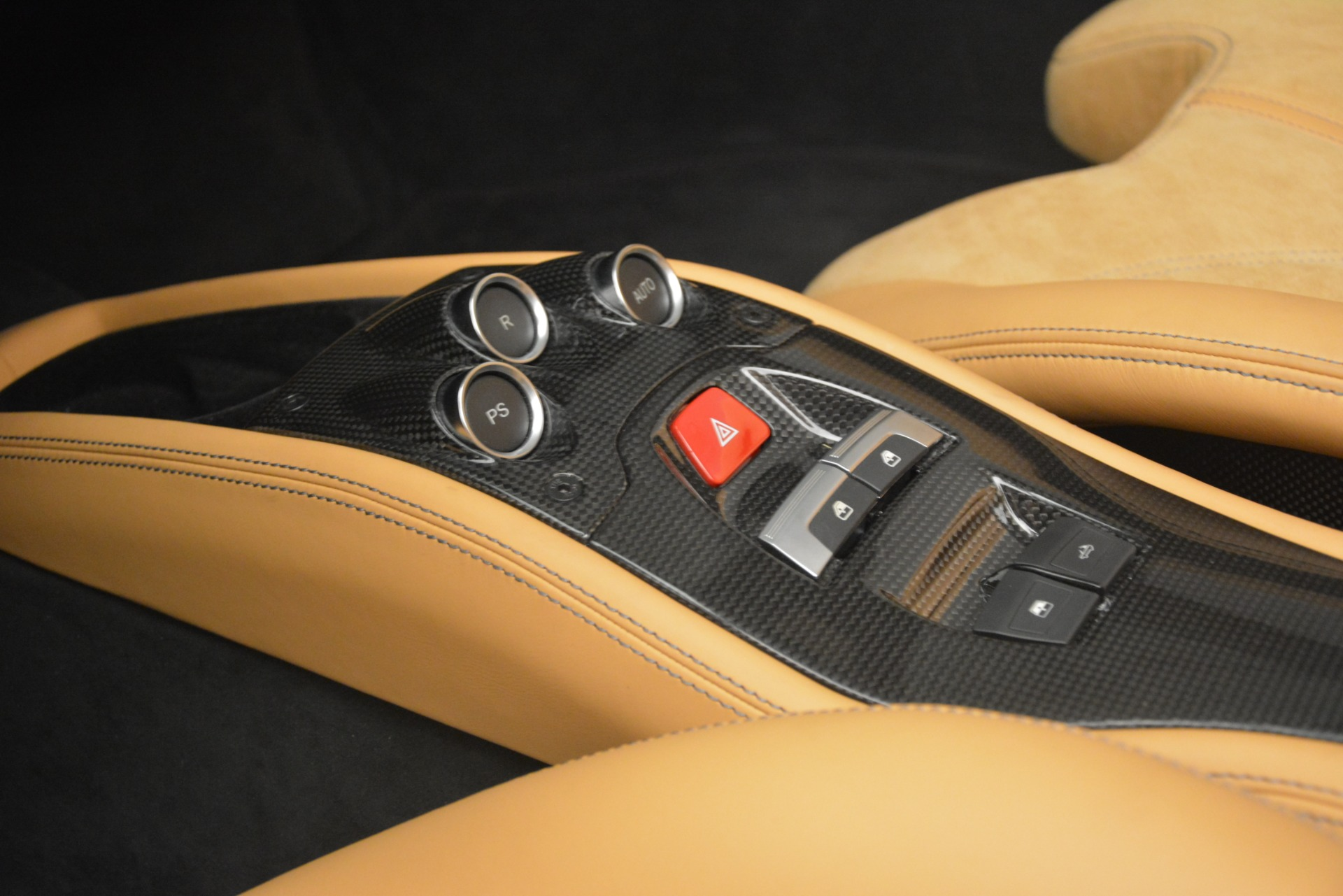 Used 2013 Ferrari 458 Spider  For Sale In Greenwich, CT 3232_p24