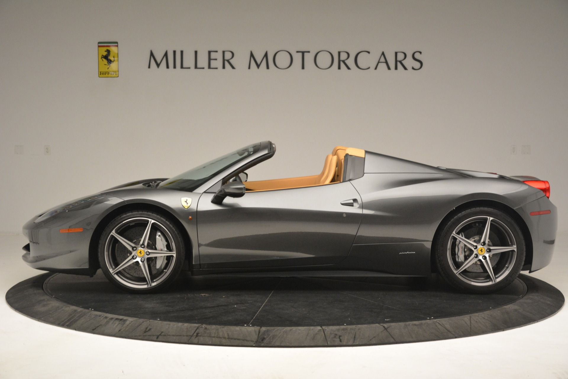 Used 2013 Ferrari 458 Spider  For Sale In Greenwich, CT 3232_p3