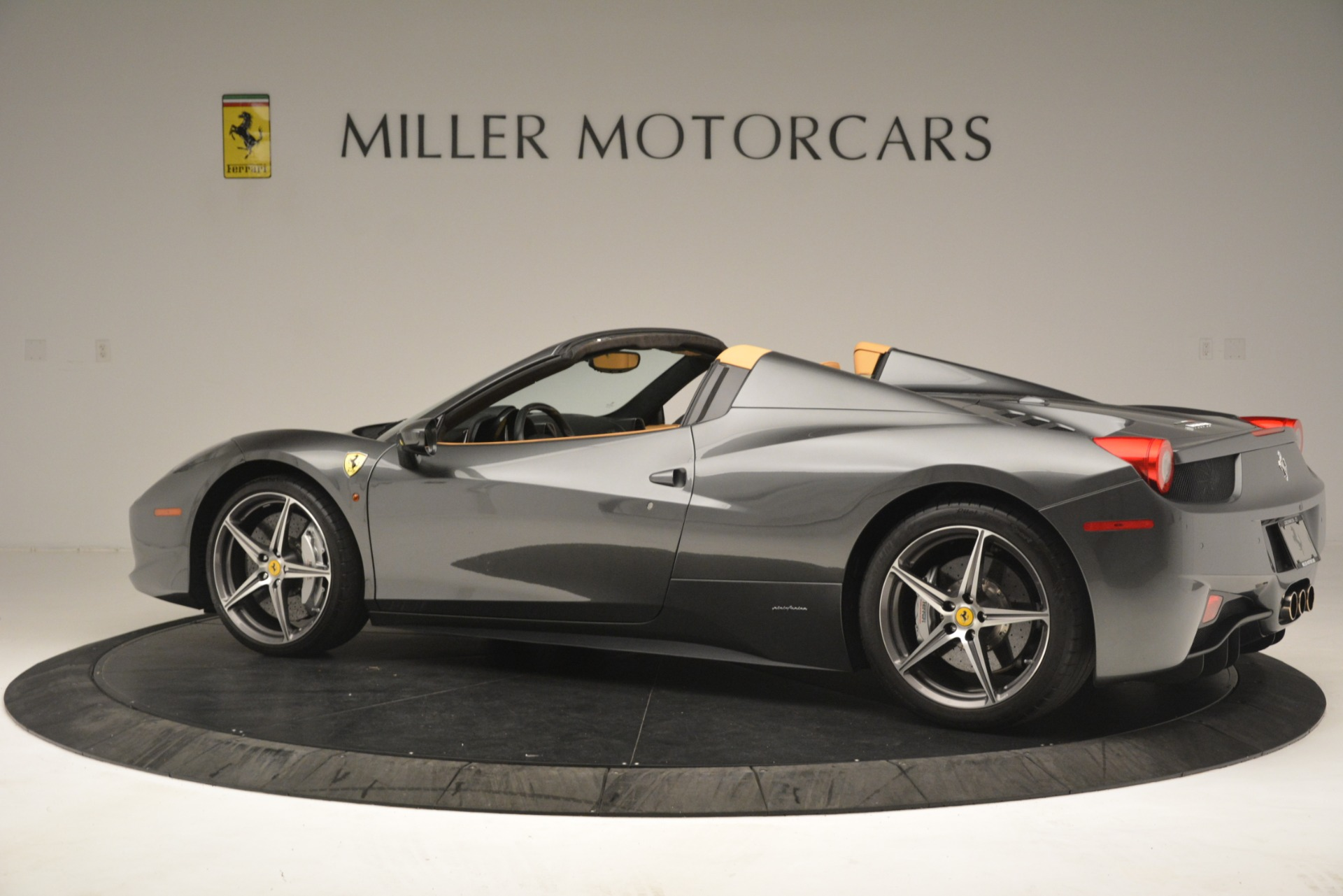 Used 2013 Ferrari 458 Spider  For Sale In Greenwich, CT 3232_p4