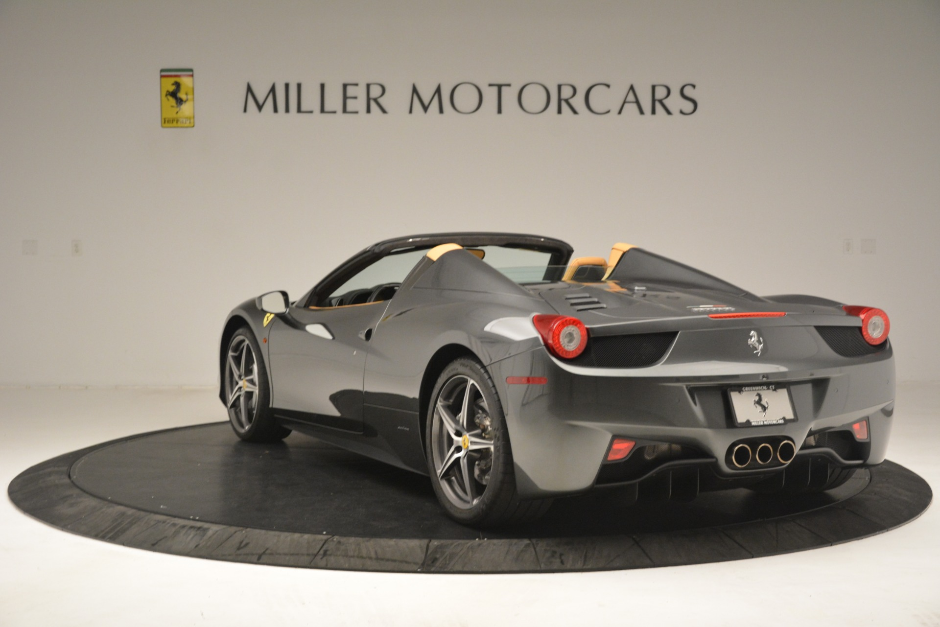 Used 2013 Ferrari 458 Spider  For Sale In Greenwich, CT 3232_p5