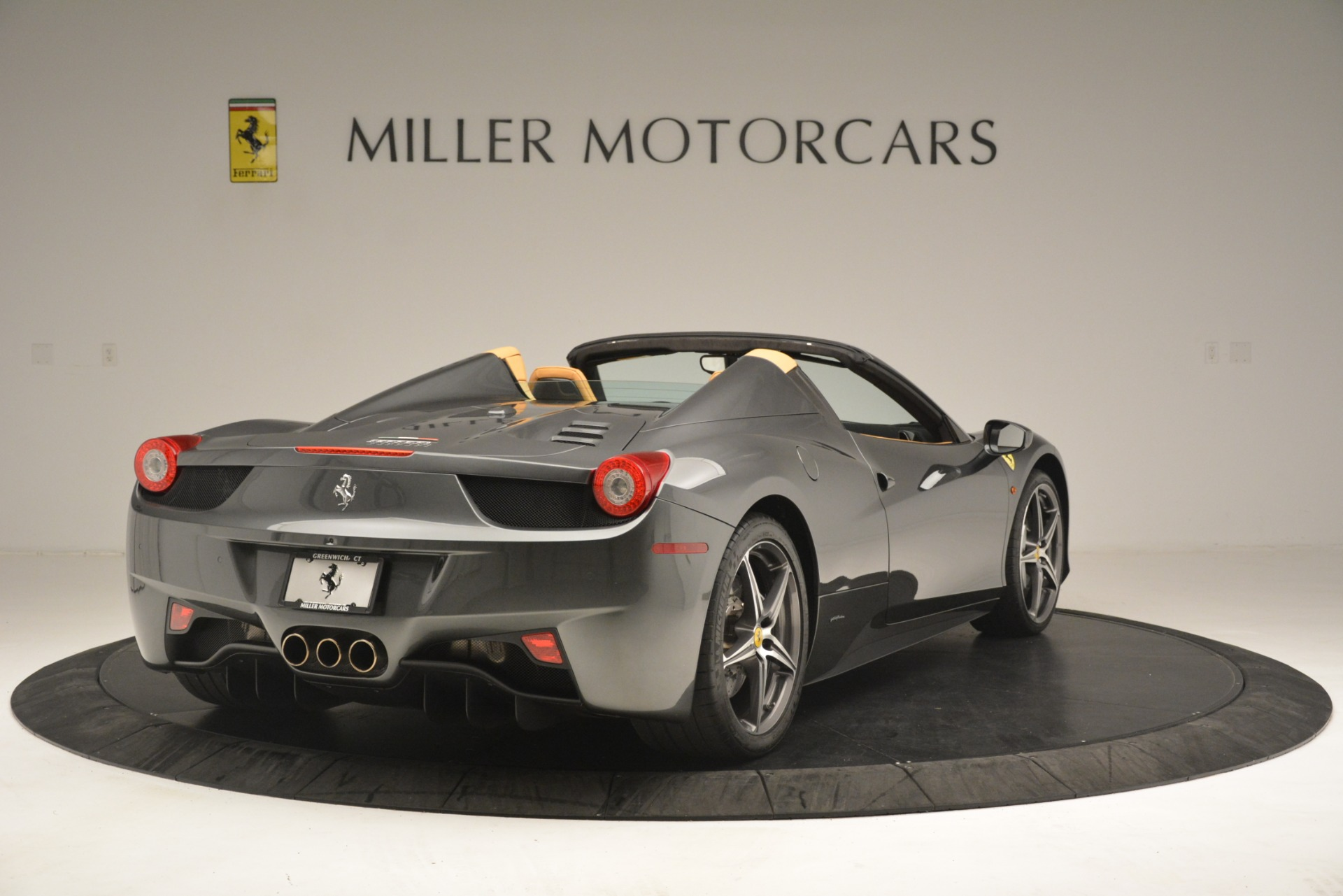 Used 2013 Ferrari 458 Spider  For Sale In Greenwich, CT 3232_p8