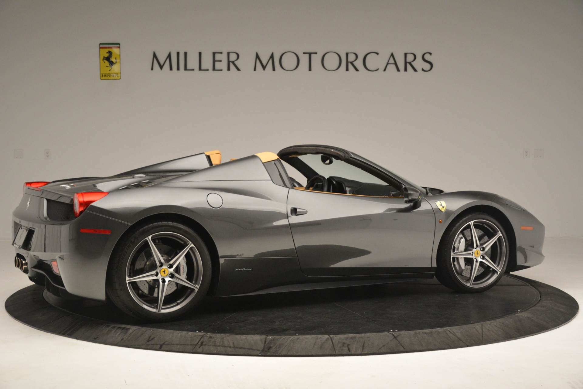 Used 2013 Ferrari 458 Spider  For Sale In Greenwich, CT 3232_p9