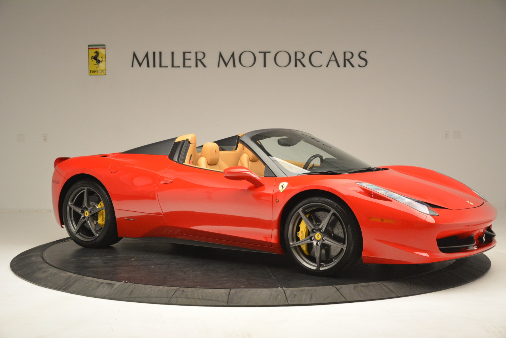 Used 2015 Ferrari 458 Spider  For Sale In Greenwich, CT 3233_p11