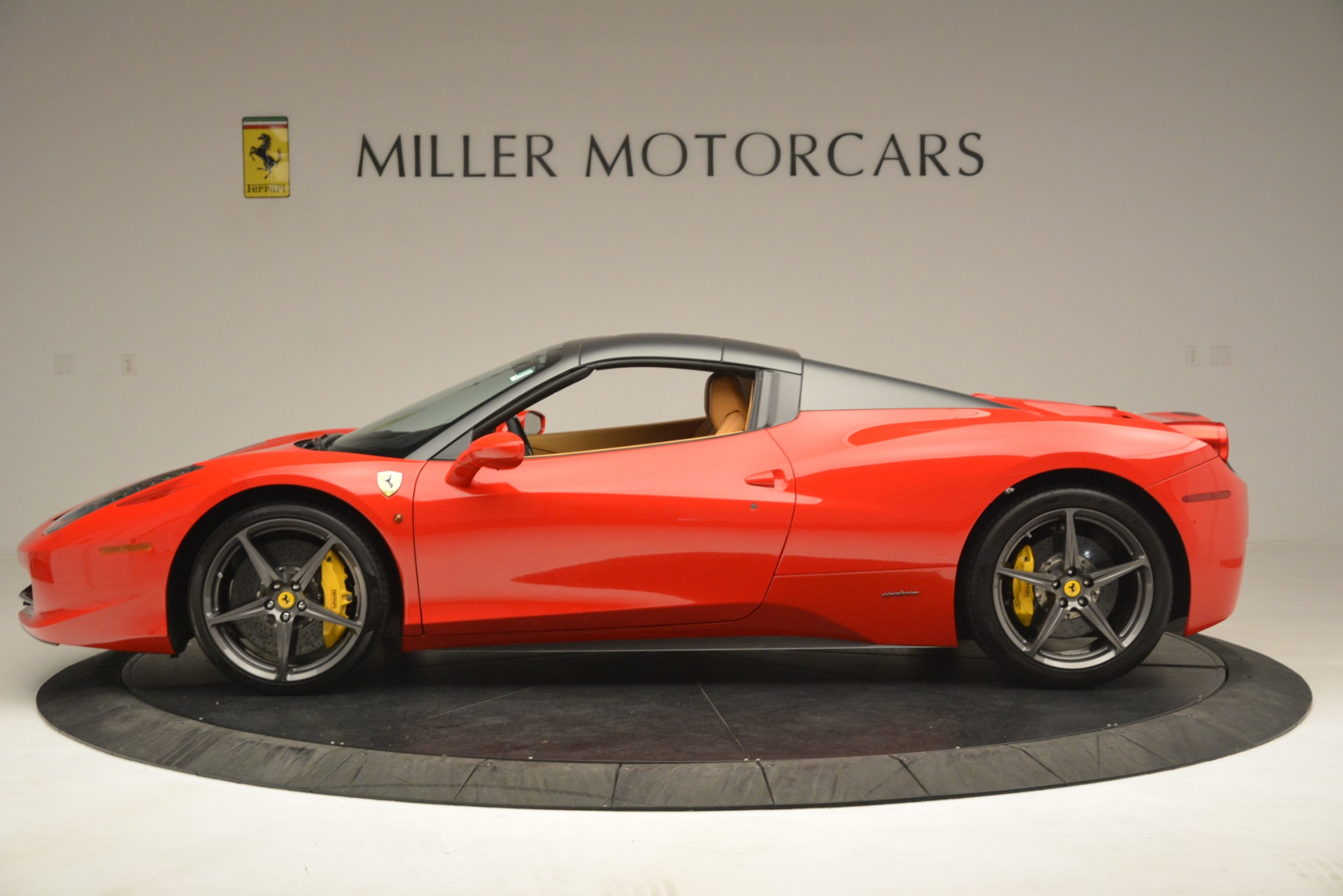 Used 2015 Ferrari 458 Spider  For Sale In Greenwich, CT 3233_p15