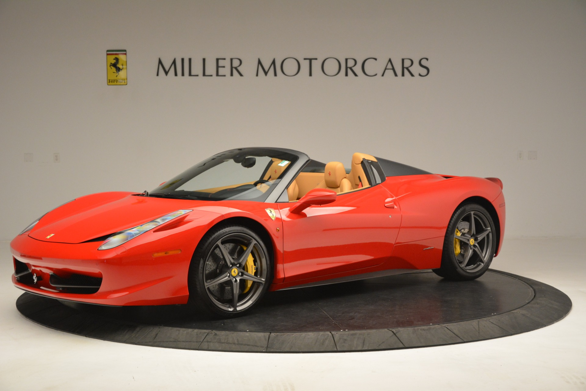 Used 2015 Ferrari 458 Spider  For Sale In Greenwich, CT 3233_p2
