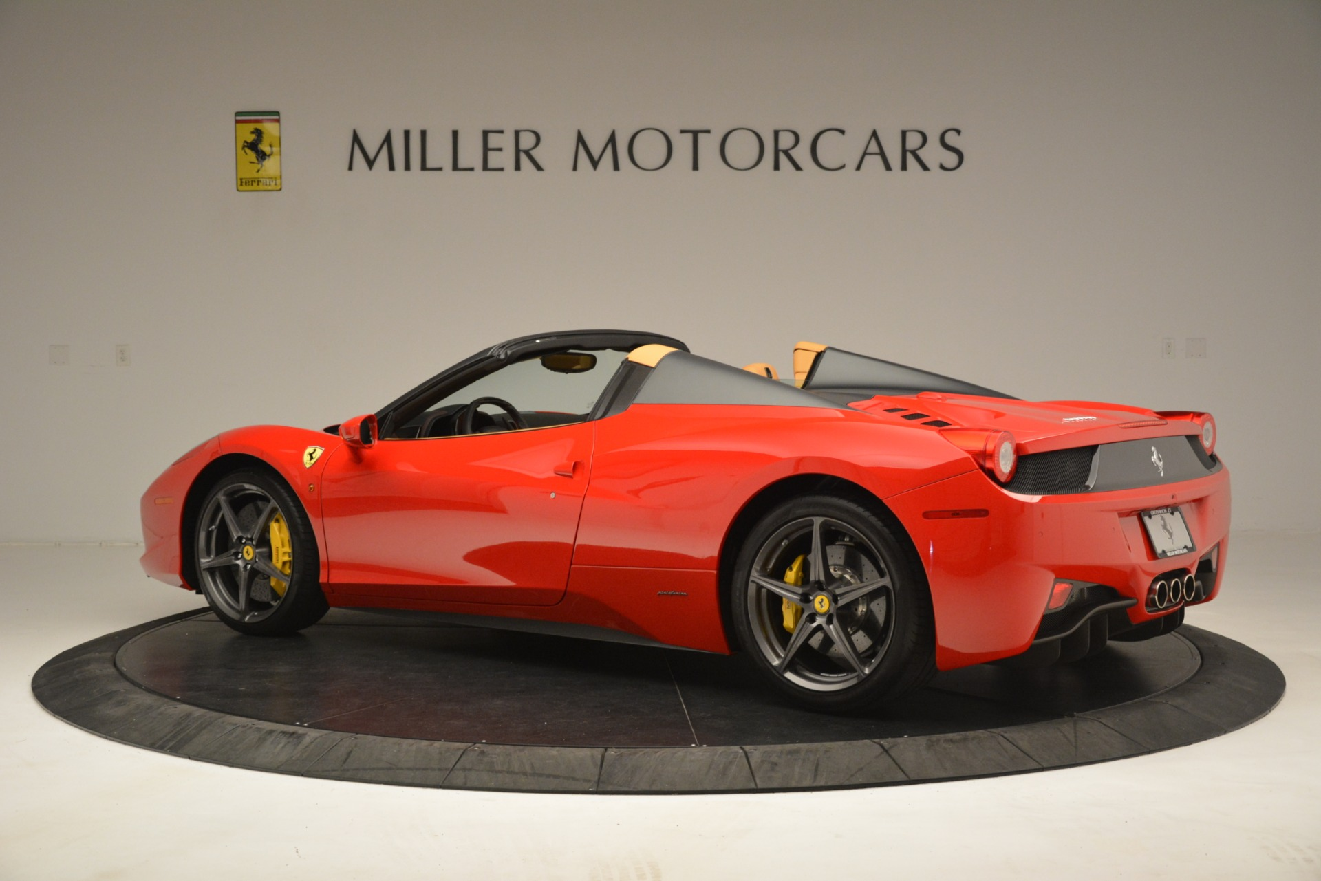 Used 2015 Ferrari 458 Spider  For Sale In Greenwich, CT 3233_p4