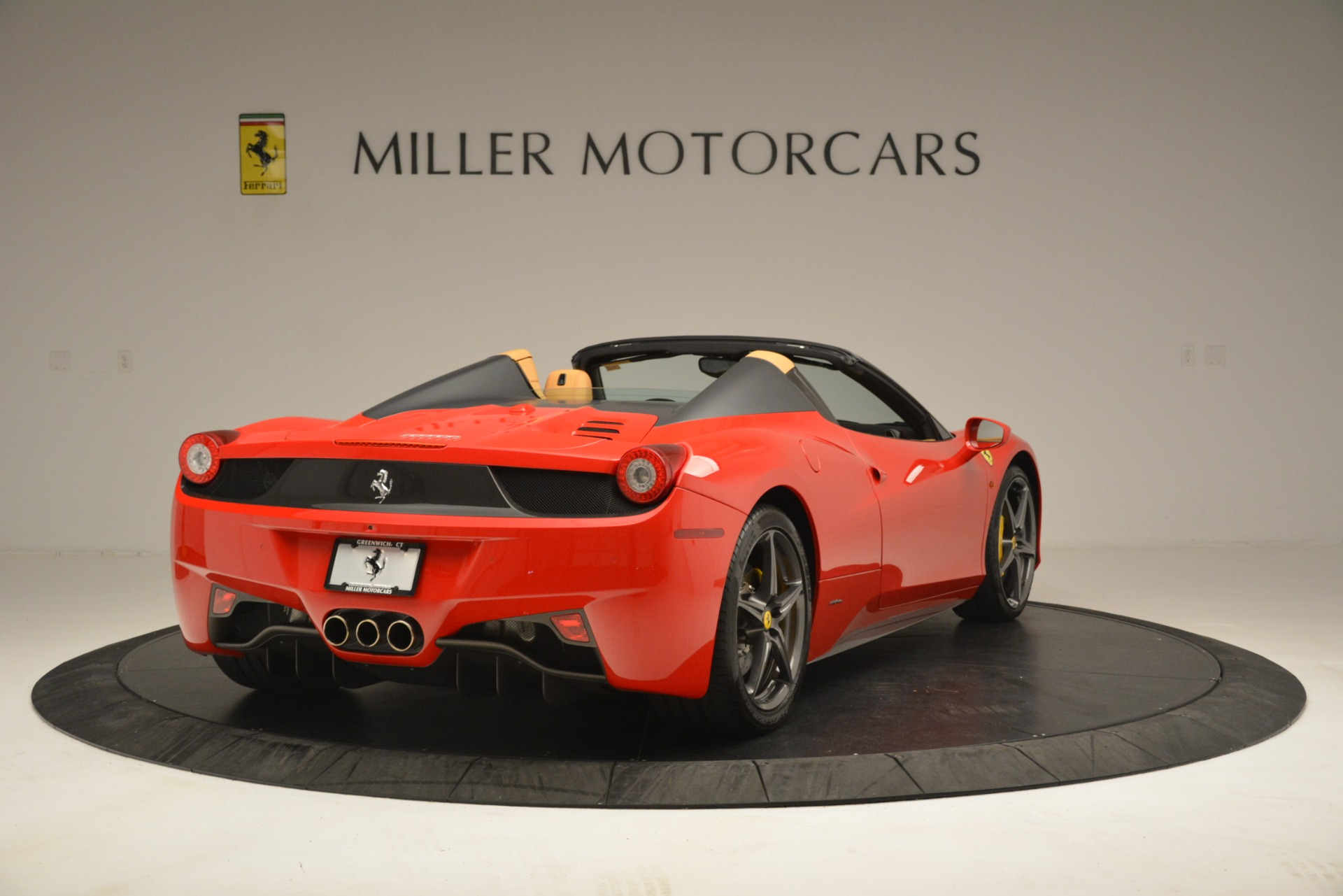 Used 2015 Ferrari 458 Spider  For Sale In Greenwich, CT 3233_p8