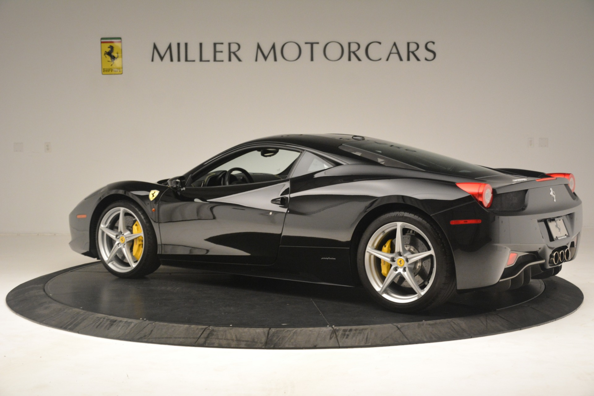 Used 2011 Ferrari 458 Italia  For Sale In Greenwich, CT 3236_p4