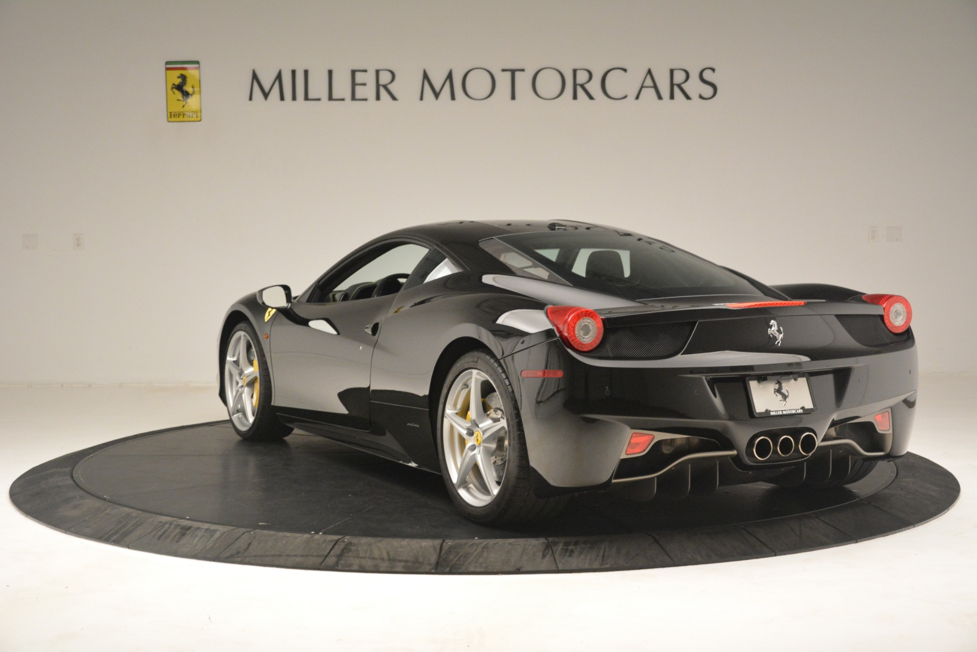 Used 2011 Ferrari 458 Italia  For Sale In Greenwich, CT 3236_p5