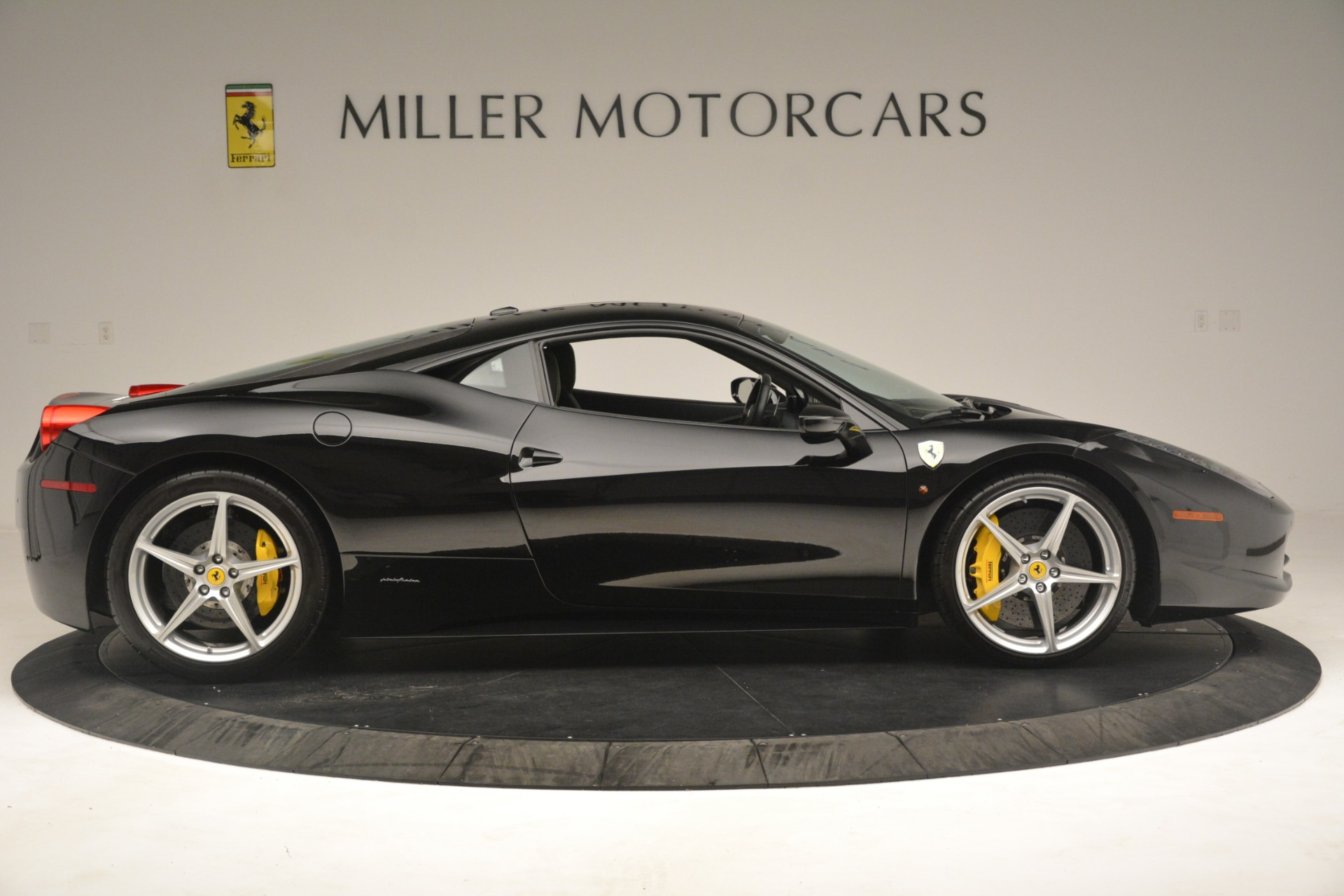 Used 2011 Ferrari 458 Italia  For Sale In Greenwich, CT 3236_p9