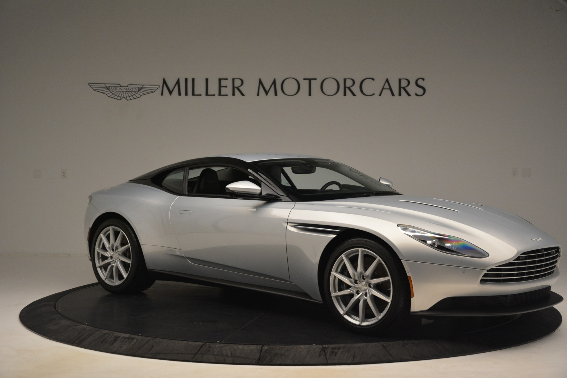 Used 2018 Aston Martin DB11 V12 Coupe For Sale In Greenwich, CT 3264_p9