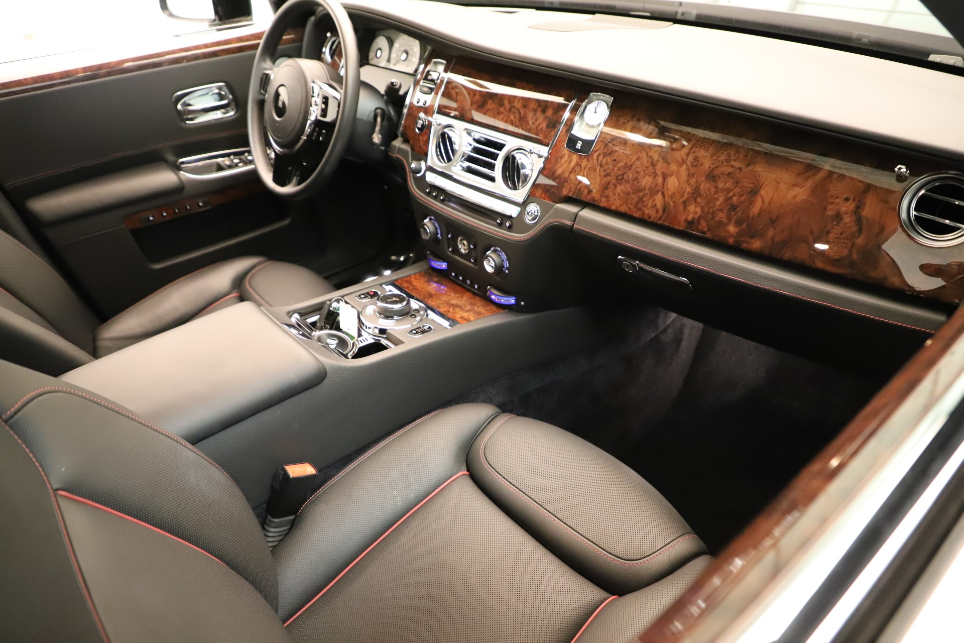 Used 2016 Rolls-Royce Ghost  For Sale In Greenwich, CT 3298_p16