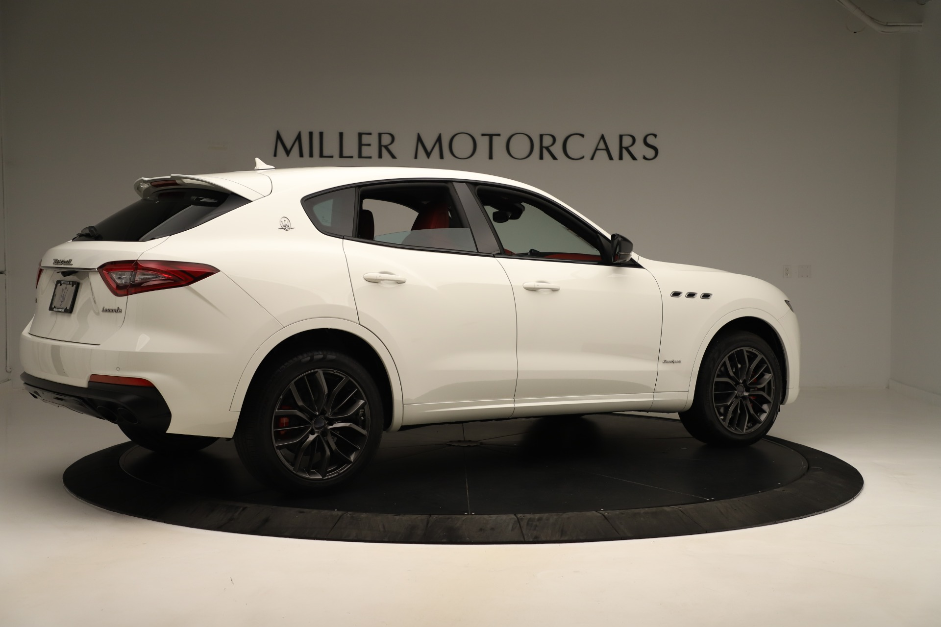 New 2019 Maserati Levante Q4 GranSport Nerissimo For Sale In Greenwich, CT 3300_p8