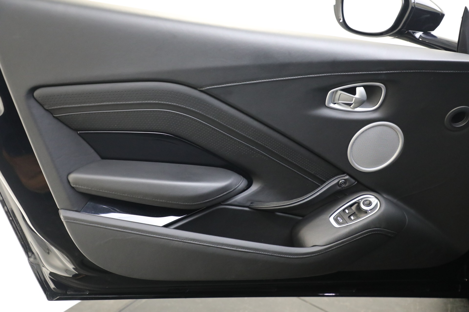 New 2019 Aston Martin Vantage Coupe For Sale In Greenwich, CT 3307_p15