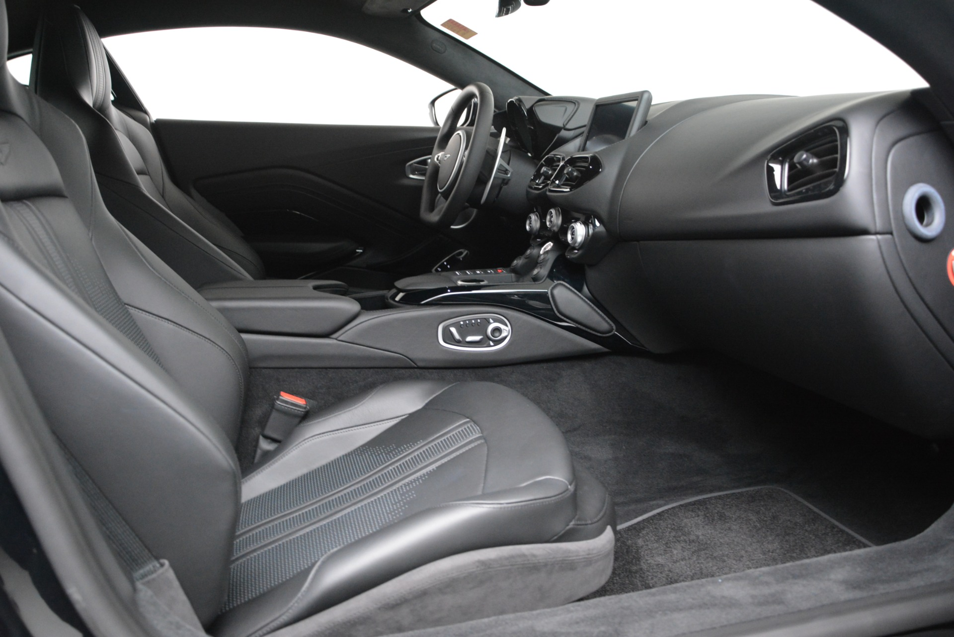 New 2019 Aston Martin Vantage Coupe For Sale In Greenwich, CT 3307_p18