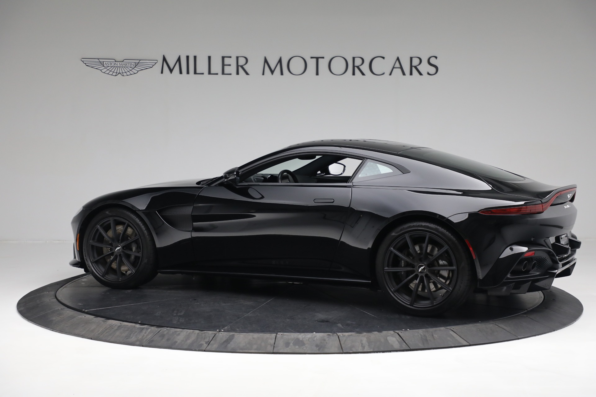 New 2019 Aston Martin Vantage Coupe For Sale In Greenwich, CT 3307_p4