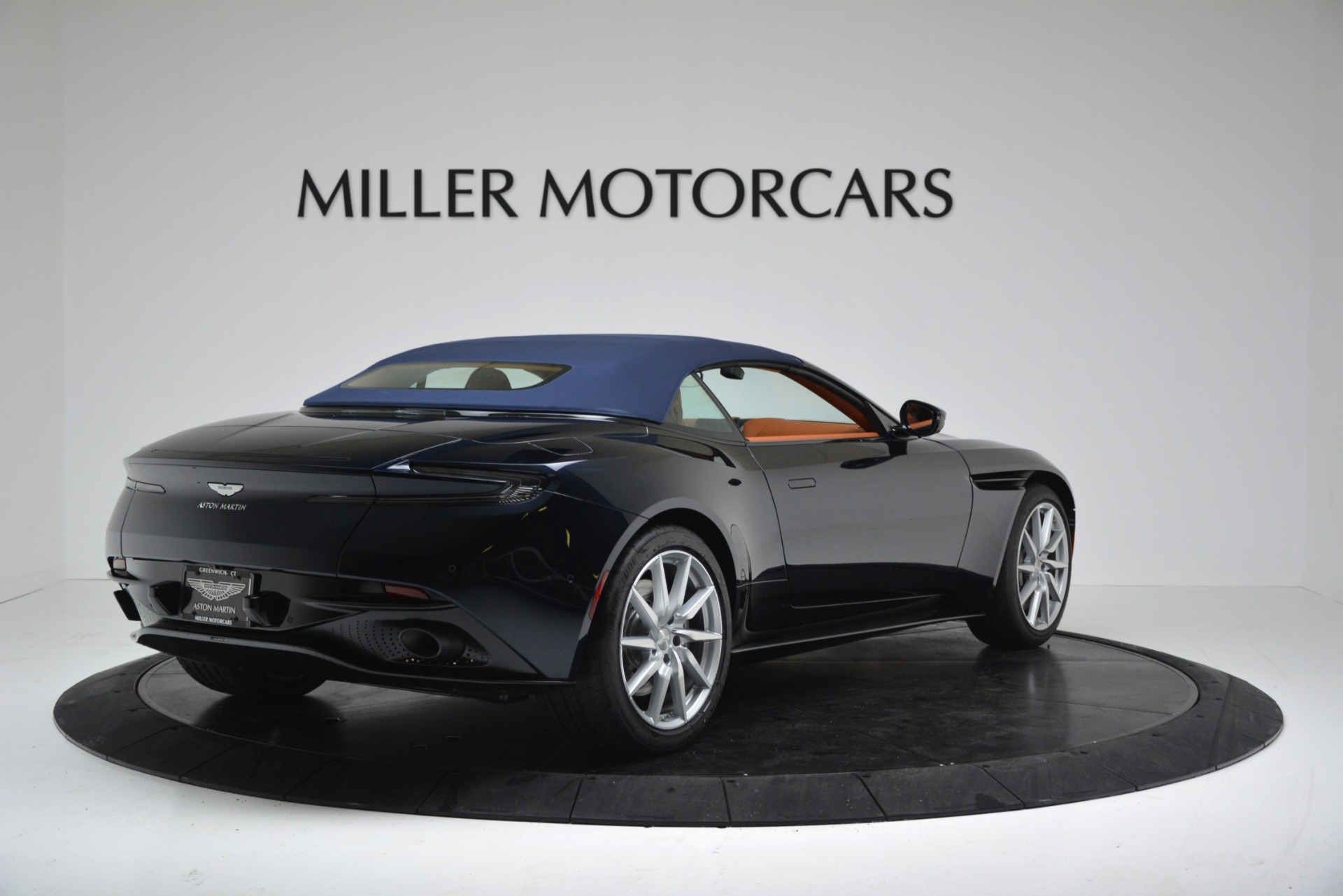 New 2019 Aston Martin DB11 V8 Convertible For Sale In Greenwich, CT 3308_p17