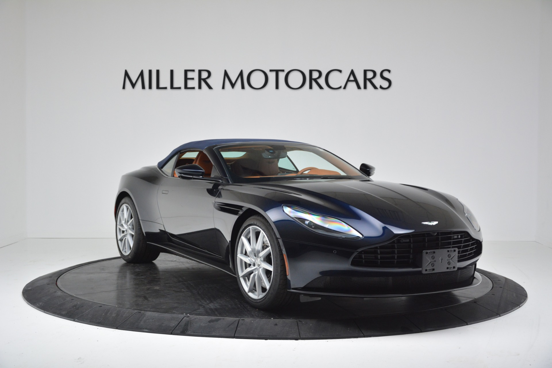 New 2019 Aston Martin DB11 V8 Convertible For Sale In Greenwich, CT 3308_p18