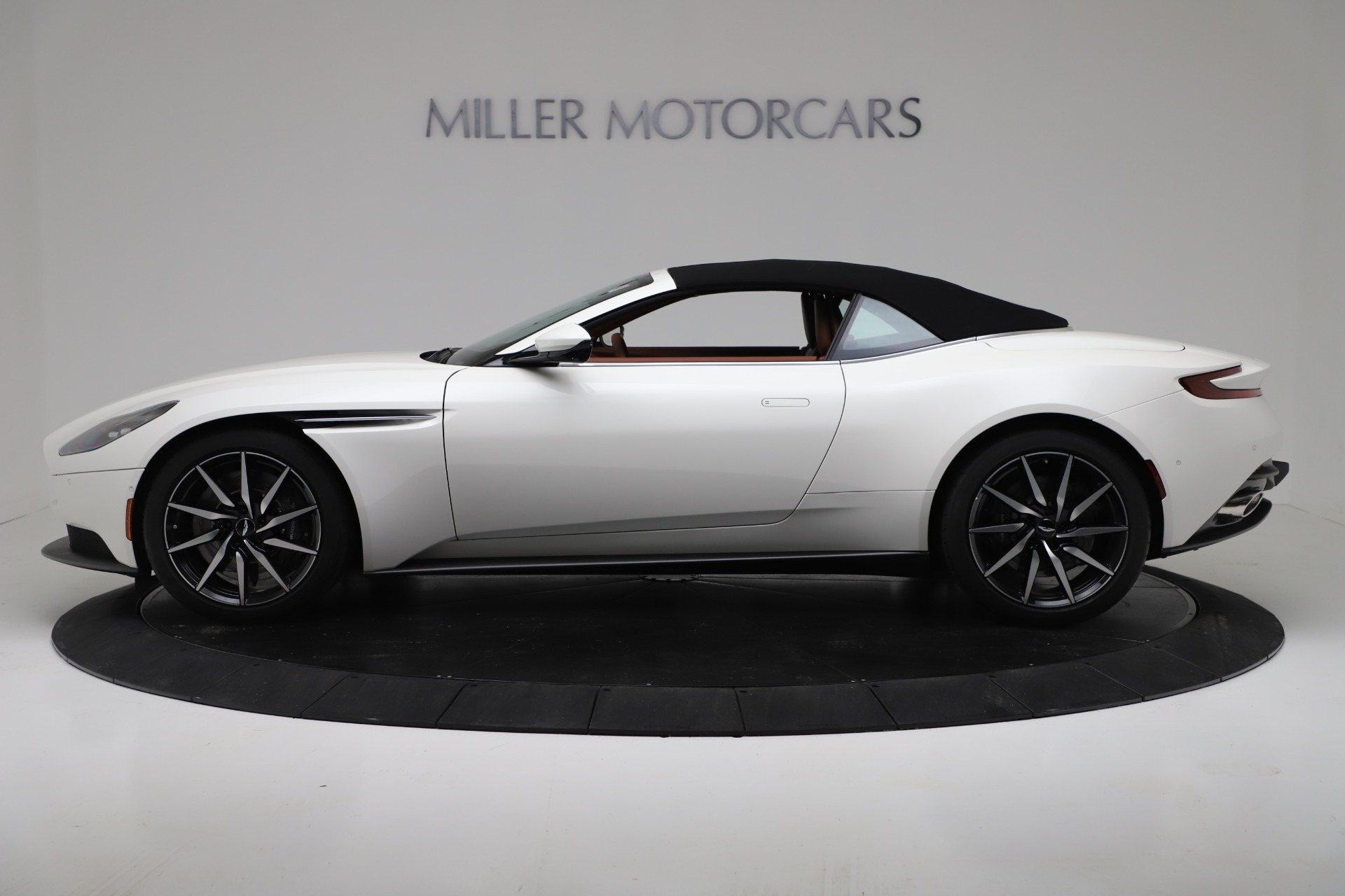 New 2019 Aston Martin DB11 V8 For Sale In Greenwich, CT 3344_p14