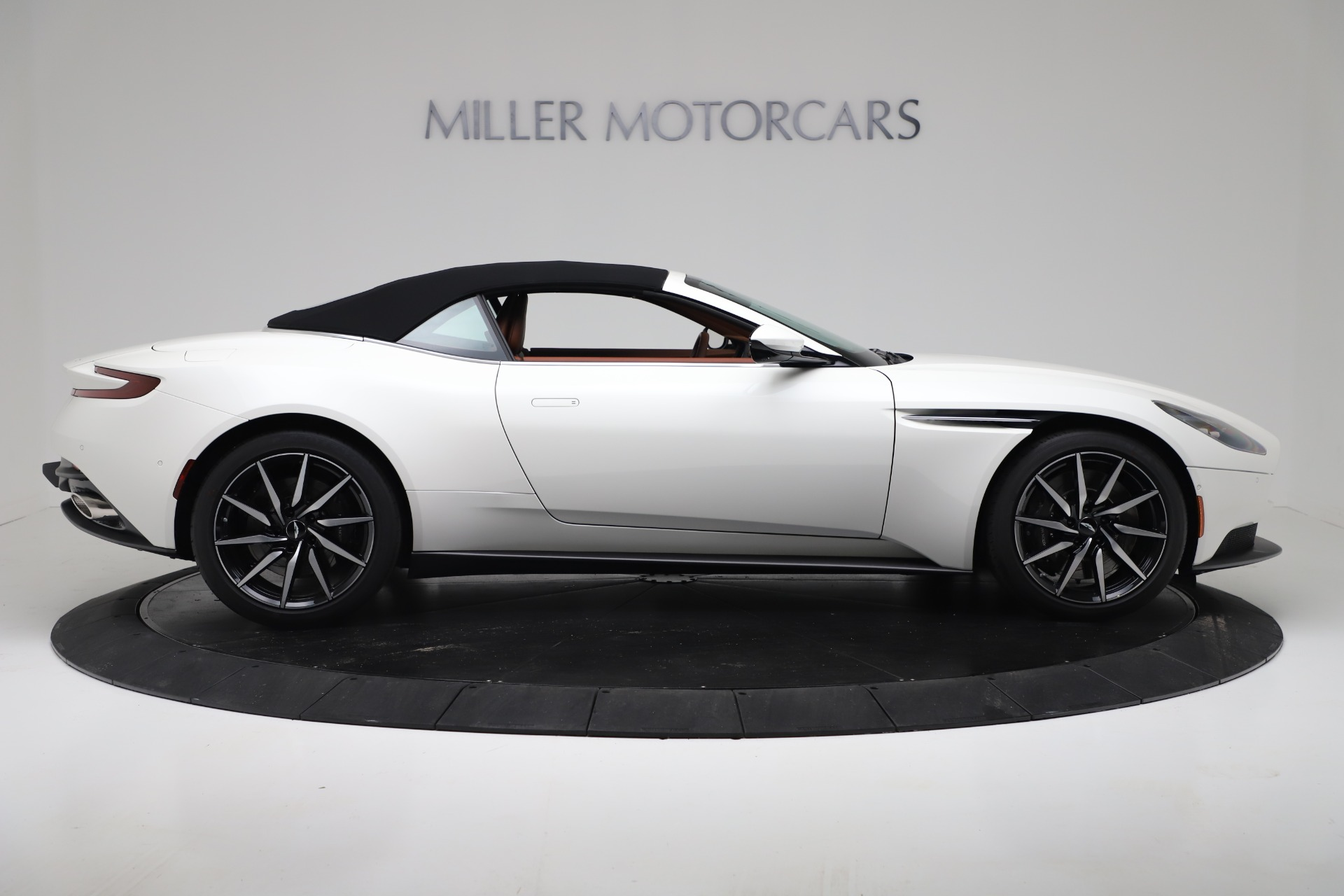 New 2019 Aston Martin DB11 V8 For Sale In Greenwich, CT 3344_p17