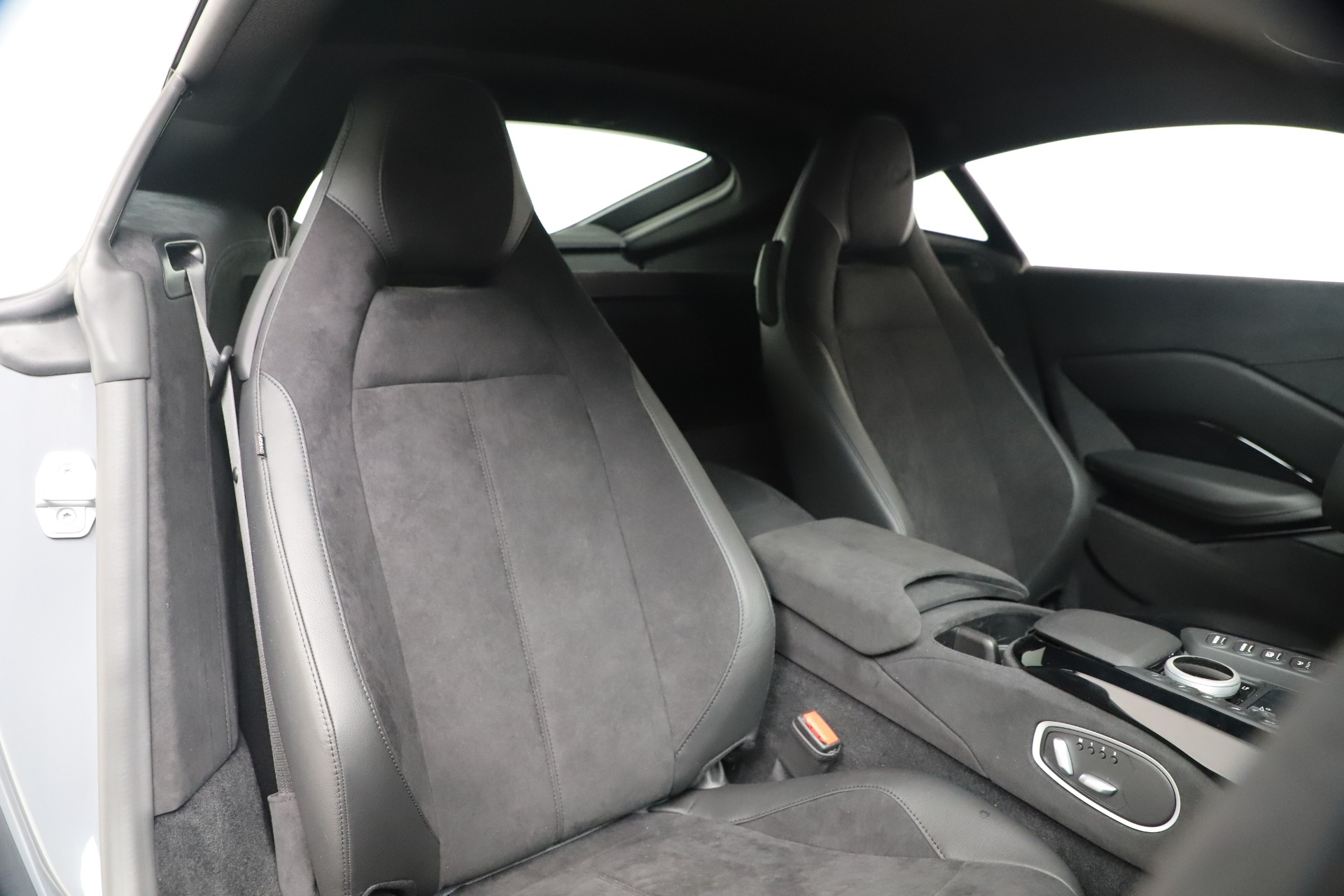 New 2020 Aston Martin Vantage V8 For Sale In Greenwich, CT 3368_p15