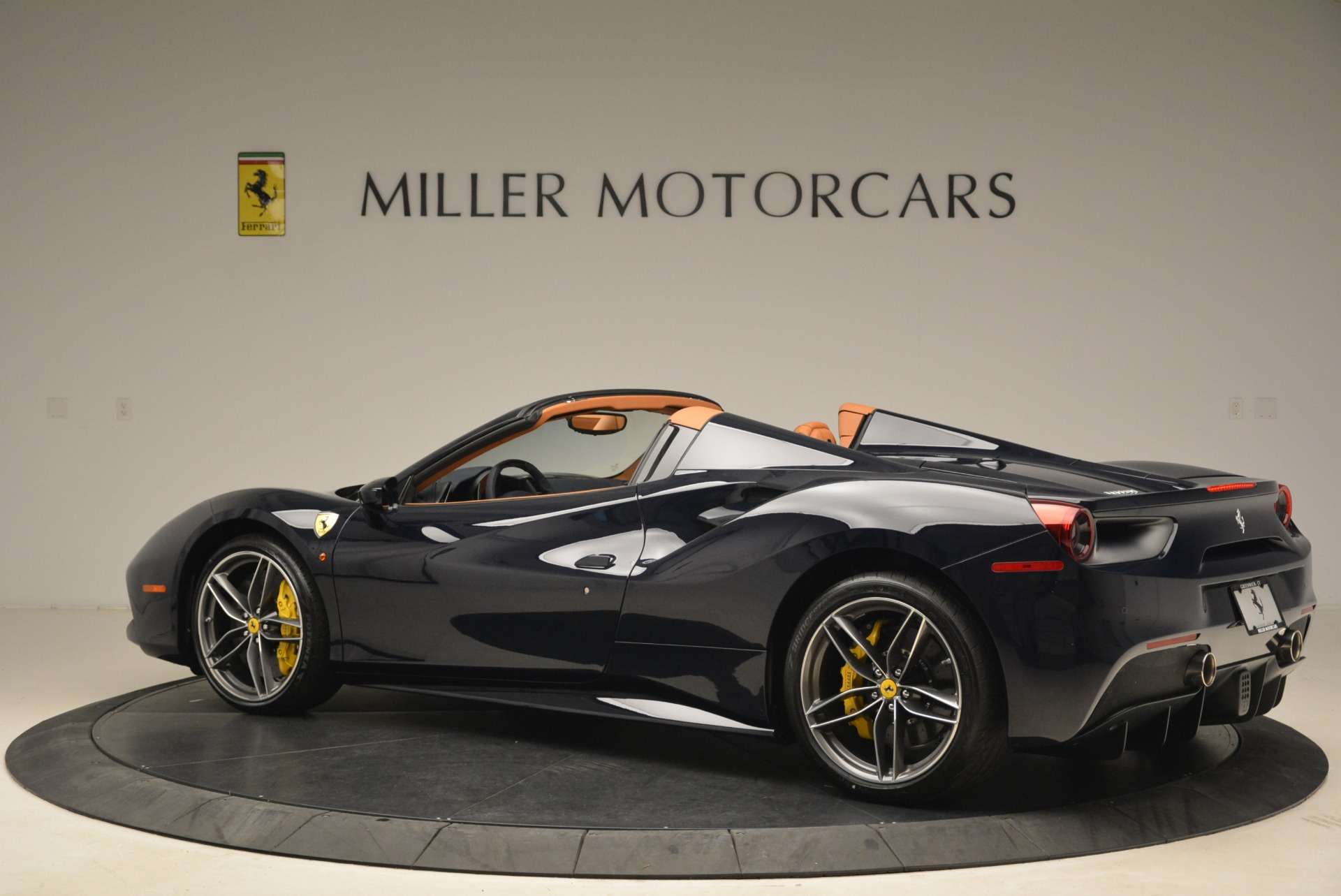 Used 2018 Ferrari 488 Spider  For Sale In Greenwich, CT 3371_p4