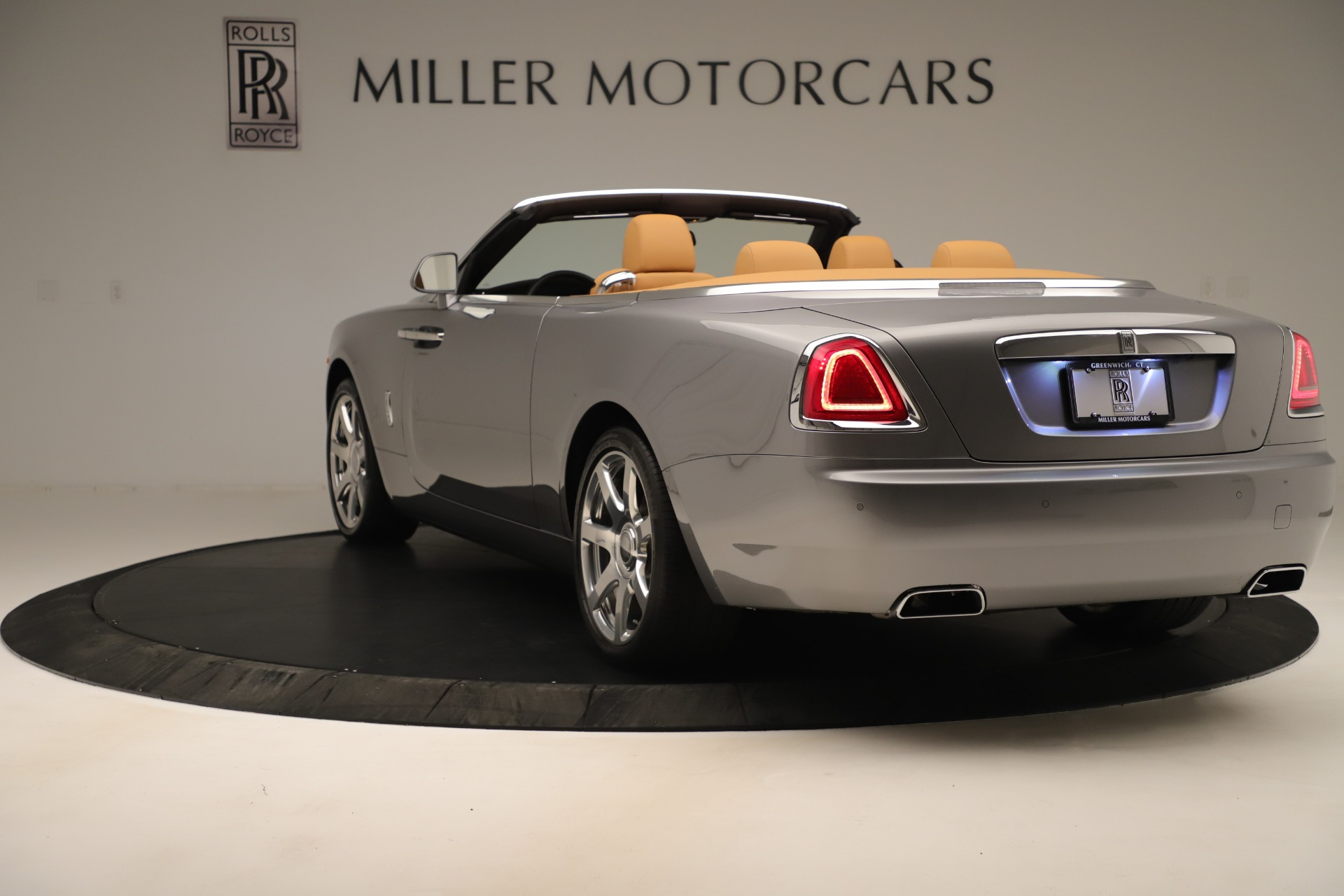 Used 2016 Rolls-Royce Dawn  For Sale In Greenwich, CT 3373_p4