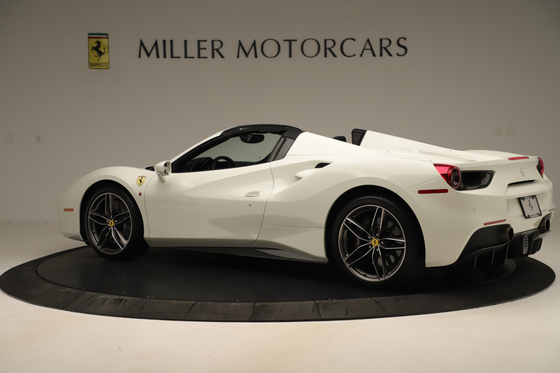 Used 2016 Ferrari 488 Spider  For Sale In Greenwich, CT 3375_p4